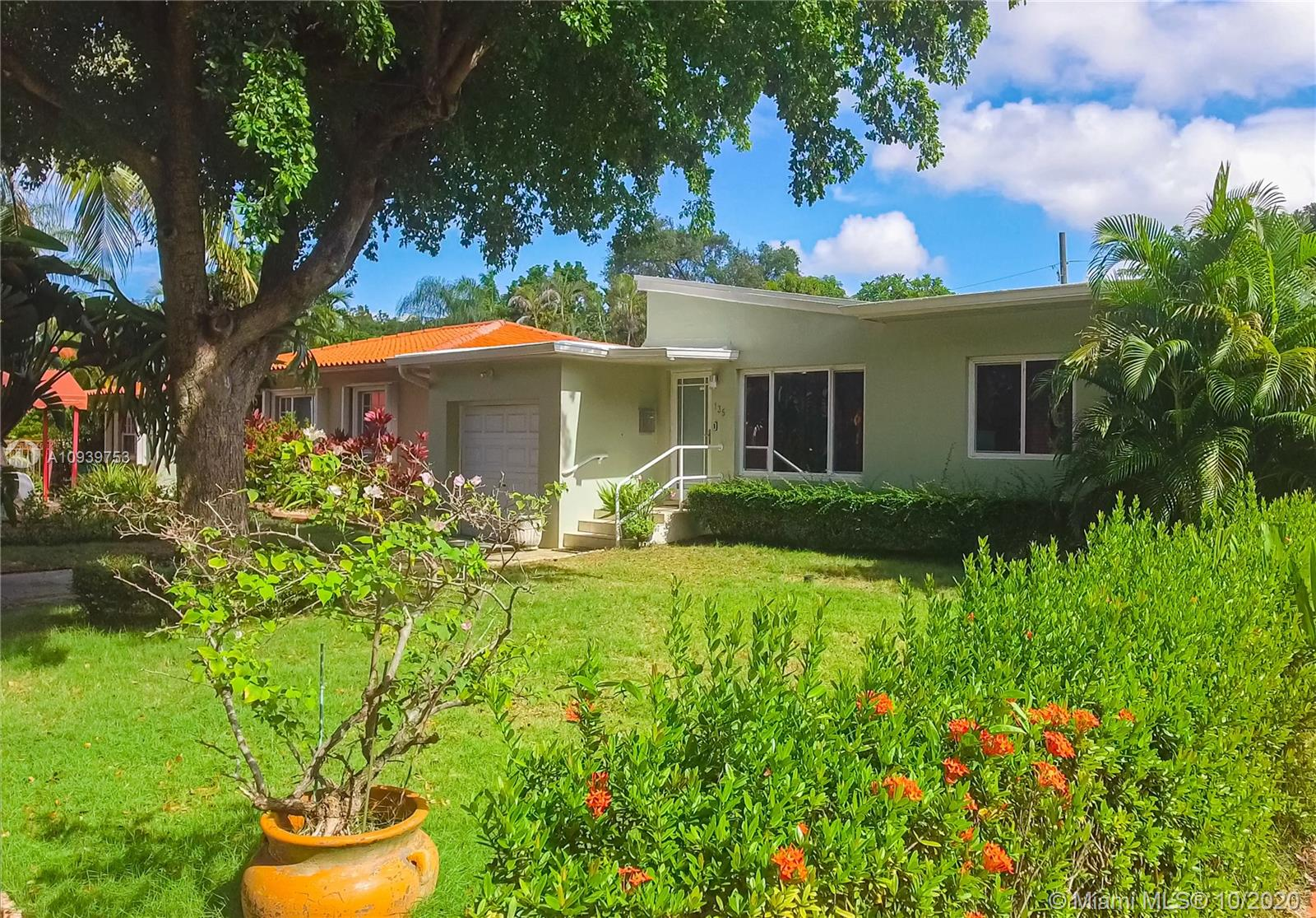 135 SW 25TH RD  For Sale A10939753, FL
