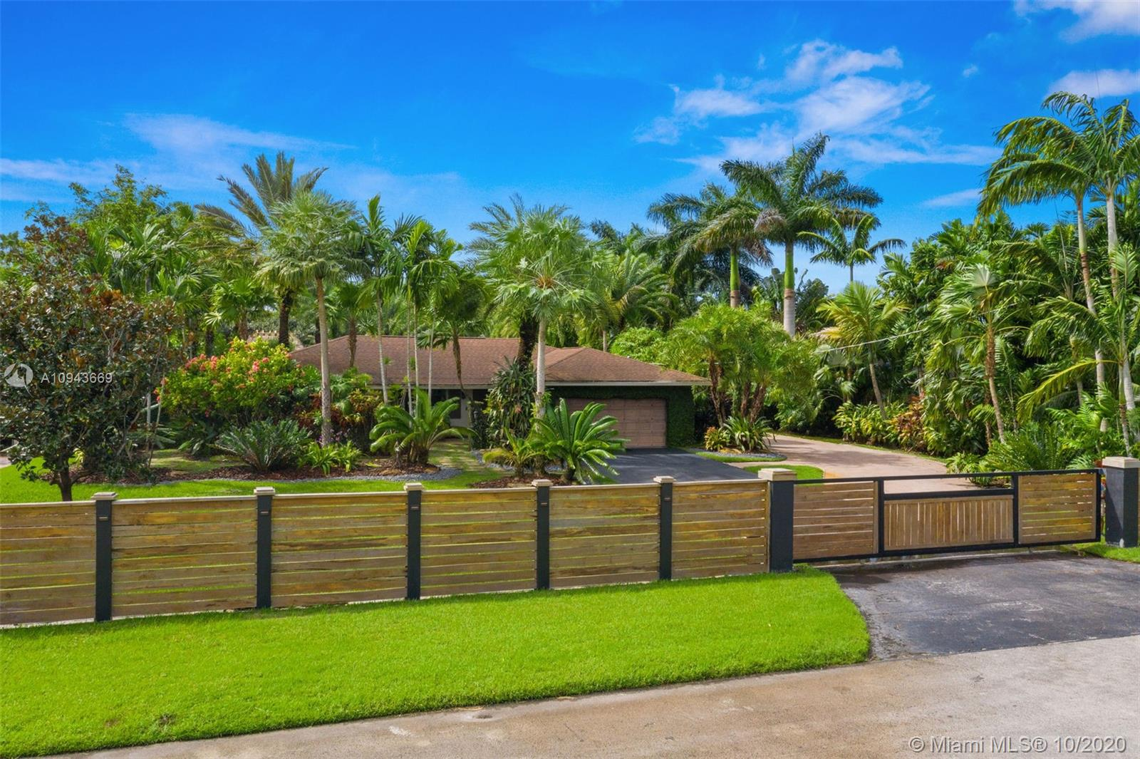 4921 SW 170th Ave  For Sale A10943669, FL