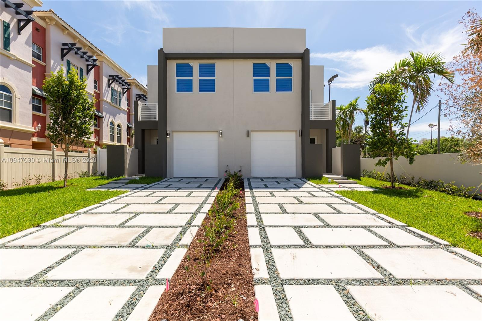 Motivated Seller!! New Construction. Just Completed. Modern townhouses with 3 bedrooms plus den/office (can be used as a 4th bedroom), 3 bathrooms, 1 car garage. Spacious custom made kitchen with quartz countertops, open to dining and living area. Master suite with walk-in closets, bath tub, separate shower and double sinks. No HOA fees. Great neighborhood, walking distance to Las Olas, Galleria Mall. beaches, airport and all Fort Lauderdale has to offer! Washer and Dryer will be installed prior closing.