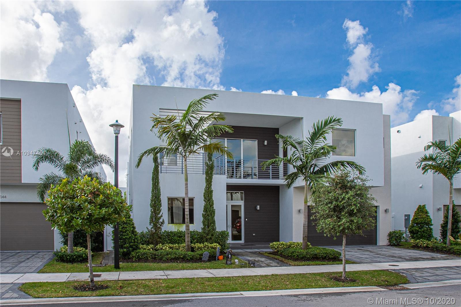 10058 NW 77th St  For Sale A10947454, FL