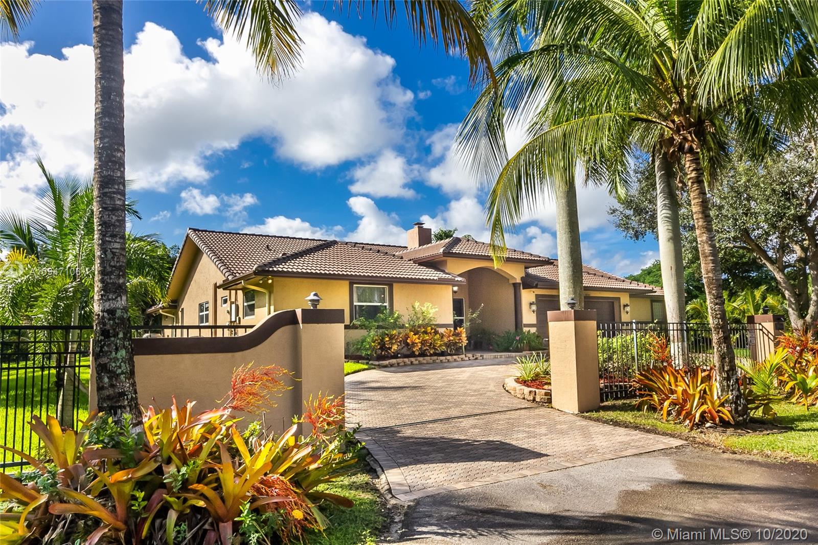 19100 SW 57th Ct  For Sale A10947106, FL
