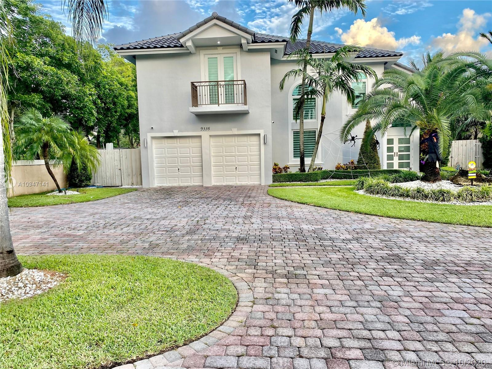 9335 SW 98th Ave  For Sale A10947141, FL