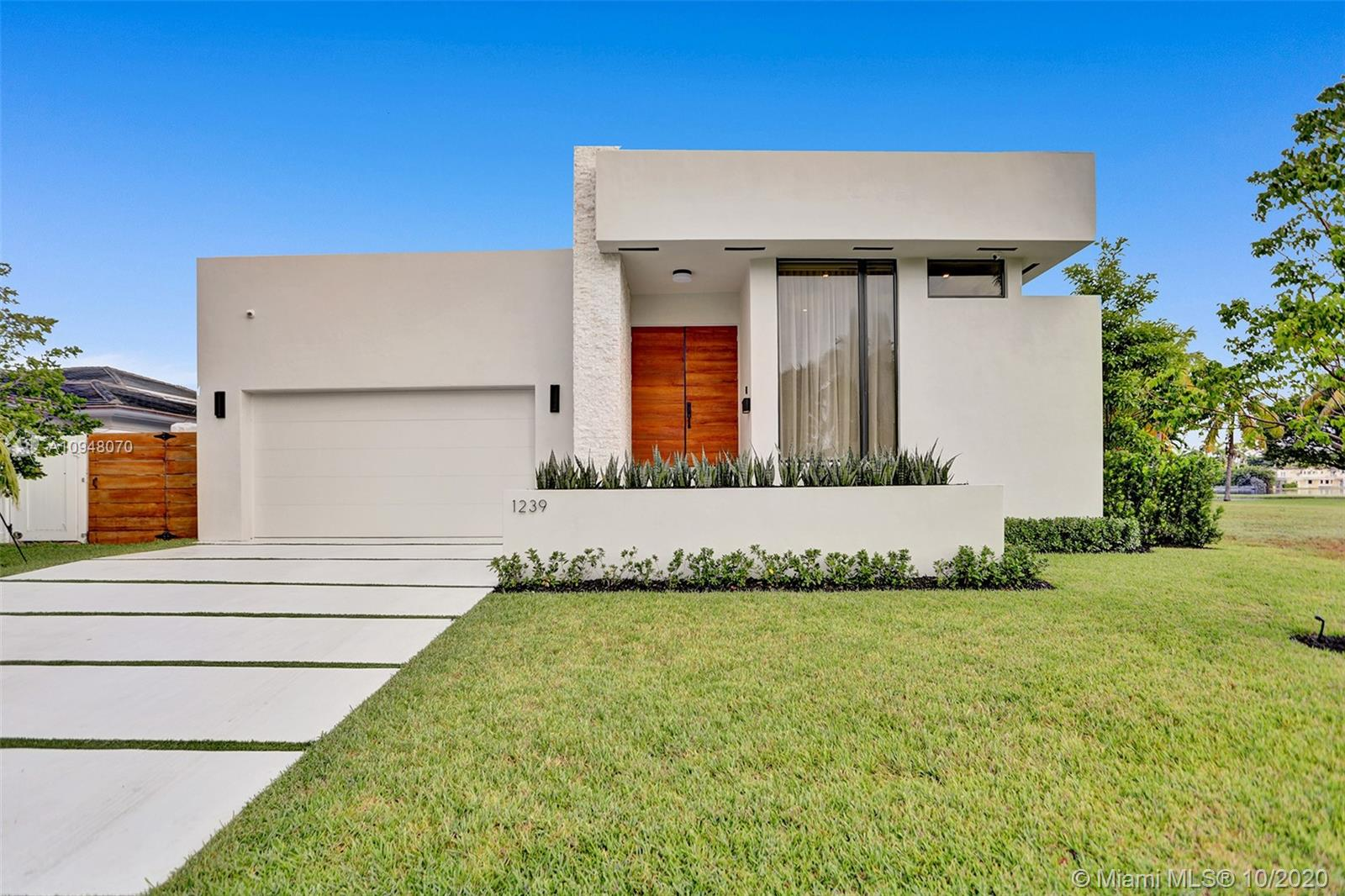 1239  Madison St  For Sale A10948070, FL