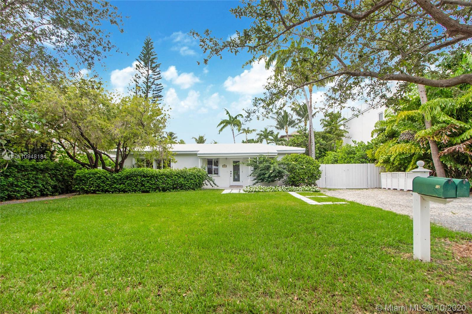442  Warren Ln  For Sale A10948184, FL