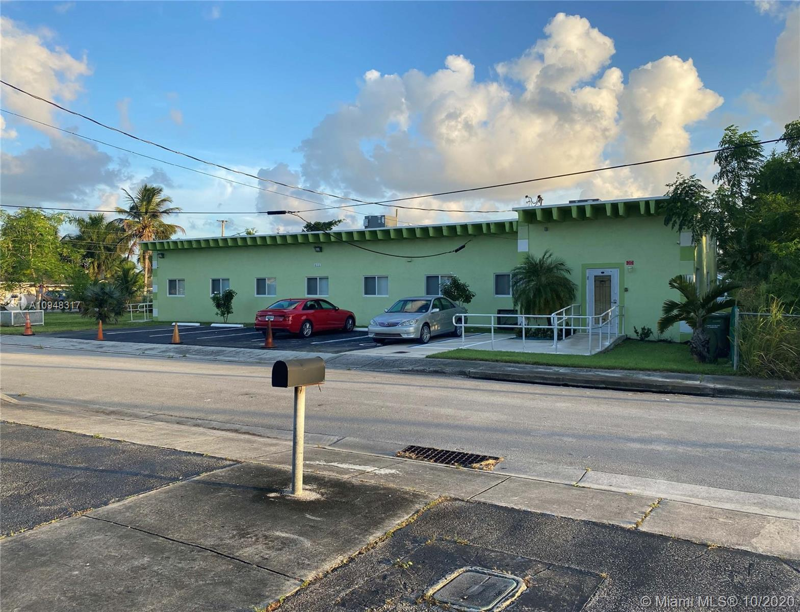 412 SW 5th St  For Sale A10948317, FL