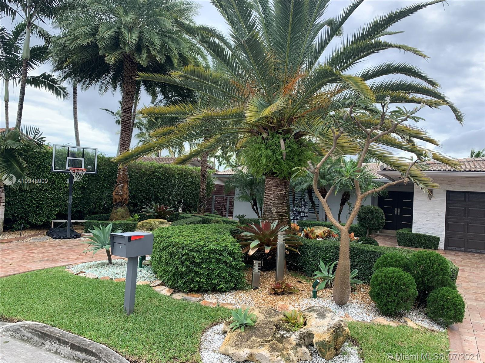 2130 NE 122nd Rd  For Sale A10948909, FL