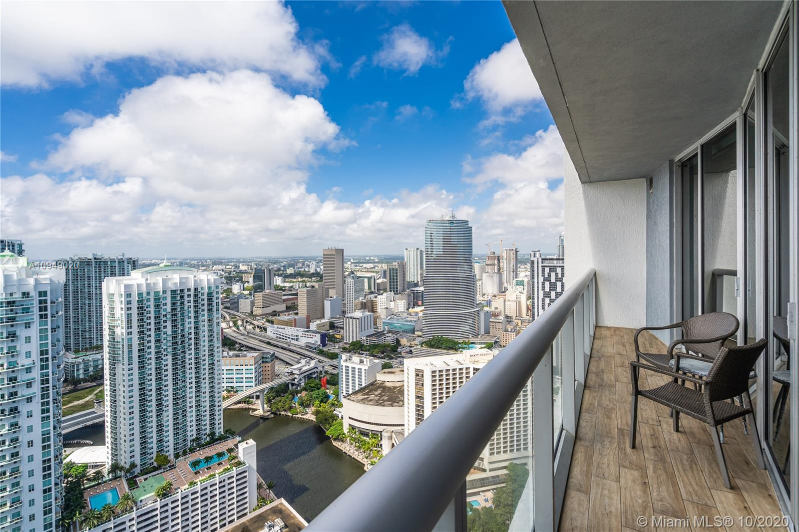 *** SEE VIDEO AT VIRTUAL TOUR*** Bright and smart 1 bedroom, 1 bathroom apartment. Completely upgraded, ready to move in. Turnkey furnished and fully equipped for short term rentals. Porcelain Flooring, Electric Shades, Lutron Light, Kitchen with Italian Cabinets. Wood doors. West exposure offers gorgeous panoramic vistas of the River and the City. Full - Service unique and Deluxe 5-Star high-rise building in the heart of Brickell offers no restrictions for short term rental. AIRBNB Allowed.