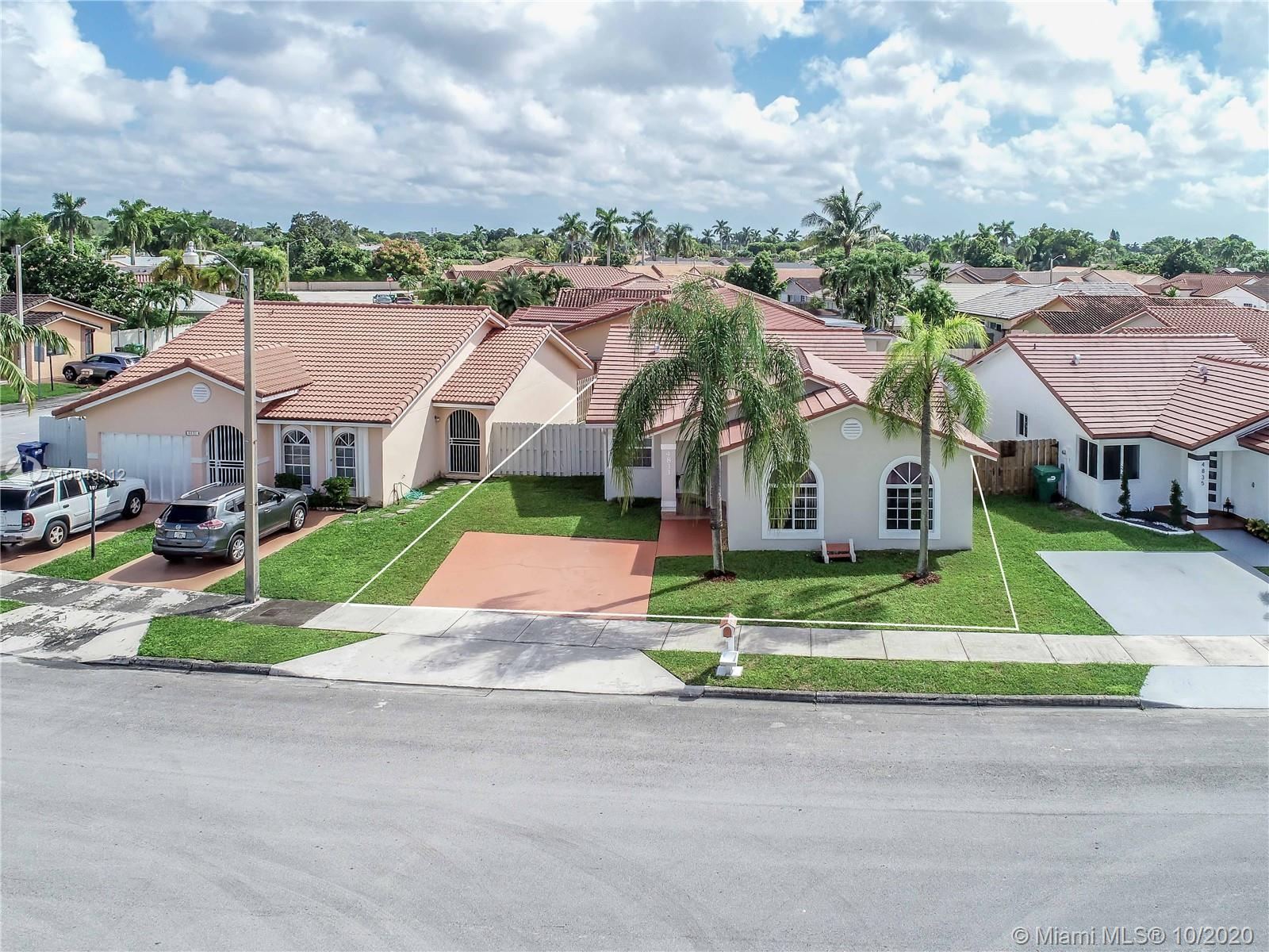 4833 SW 142nd Pl  For Sale A10949112, FL
