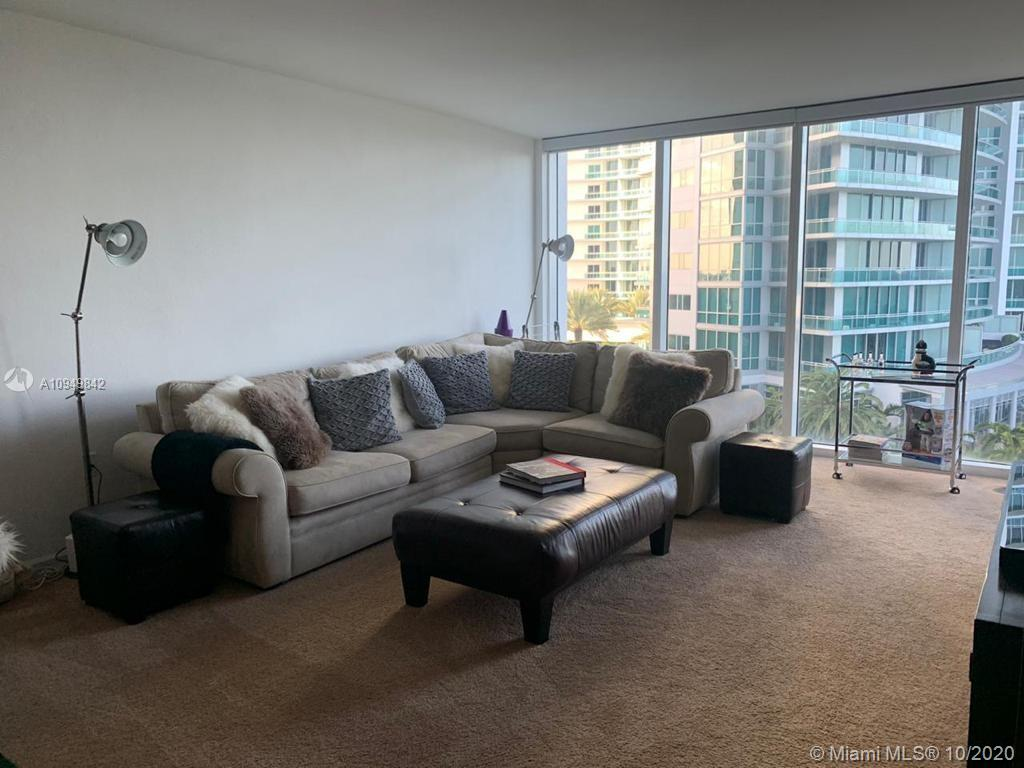 Large 1/1.5 unit with nice views to the ocean. Stainless steel appliances.  Located at the beach on exclusive Bal Harbour. Building is totally remodeled and has 5 star amenities: gym, pool, sauna, steam, business center, party room, etc.