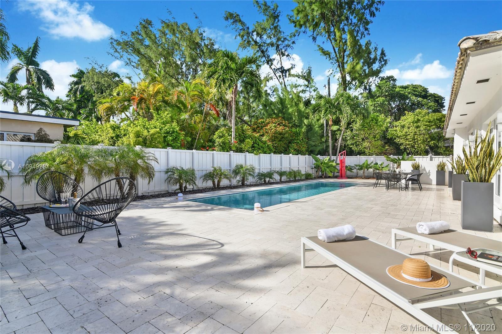 7620  Beachview Dr  For Sale A10949891, FL