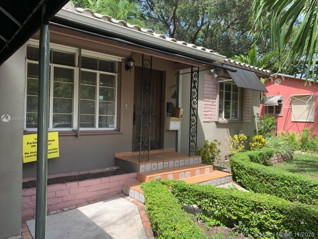 2/1 for sale in prime location in the Shenandoah – Silver Bluff area, enclose back courtyard. rilkaten shutters, solar water heater, original florida oak floors and larger than average lot 6600. Home has charm and character.