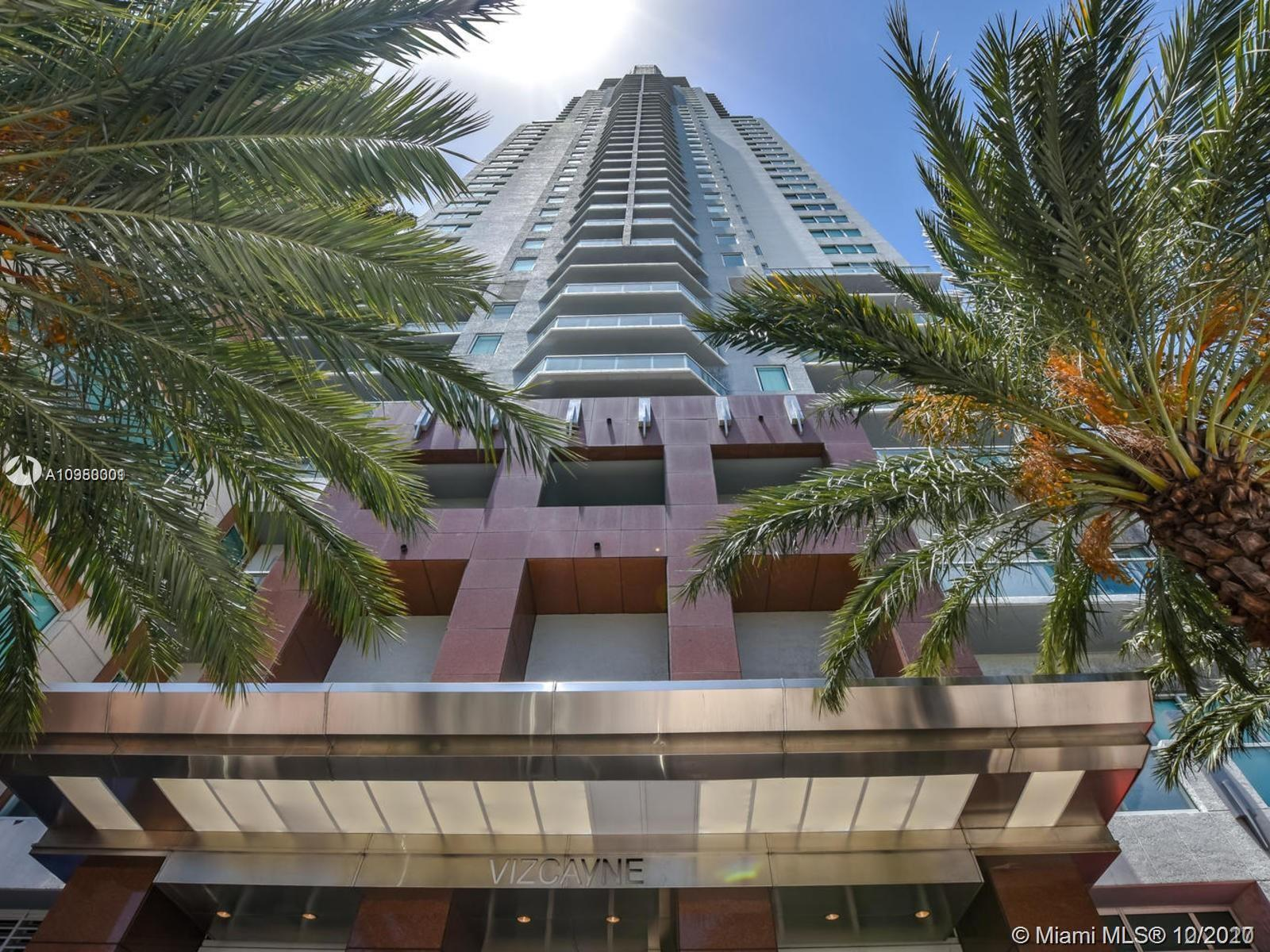 Remodeled unit with modern kitchen w/italian cabinets, granite countertops, stainless steel appliances, ceramic floors throughout. Amazing downtown & bay views. 5-star huge amenity deck on the 8th floor with 4 pools, grill area, fitness center, yoga, full service spa, business center, billiard room, conference room, club house and more!! Tenant occupied. Great location in the heart of downtown Miami across of Bayfront Park. Walking distance to American Airlines Arena, bayside, shopping and restaurants. Valet and security 24/7.