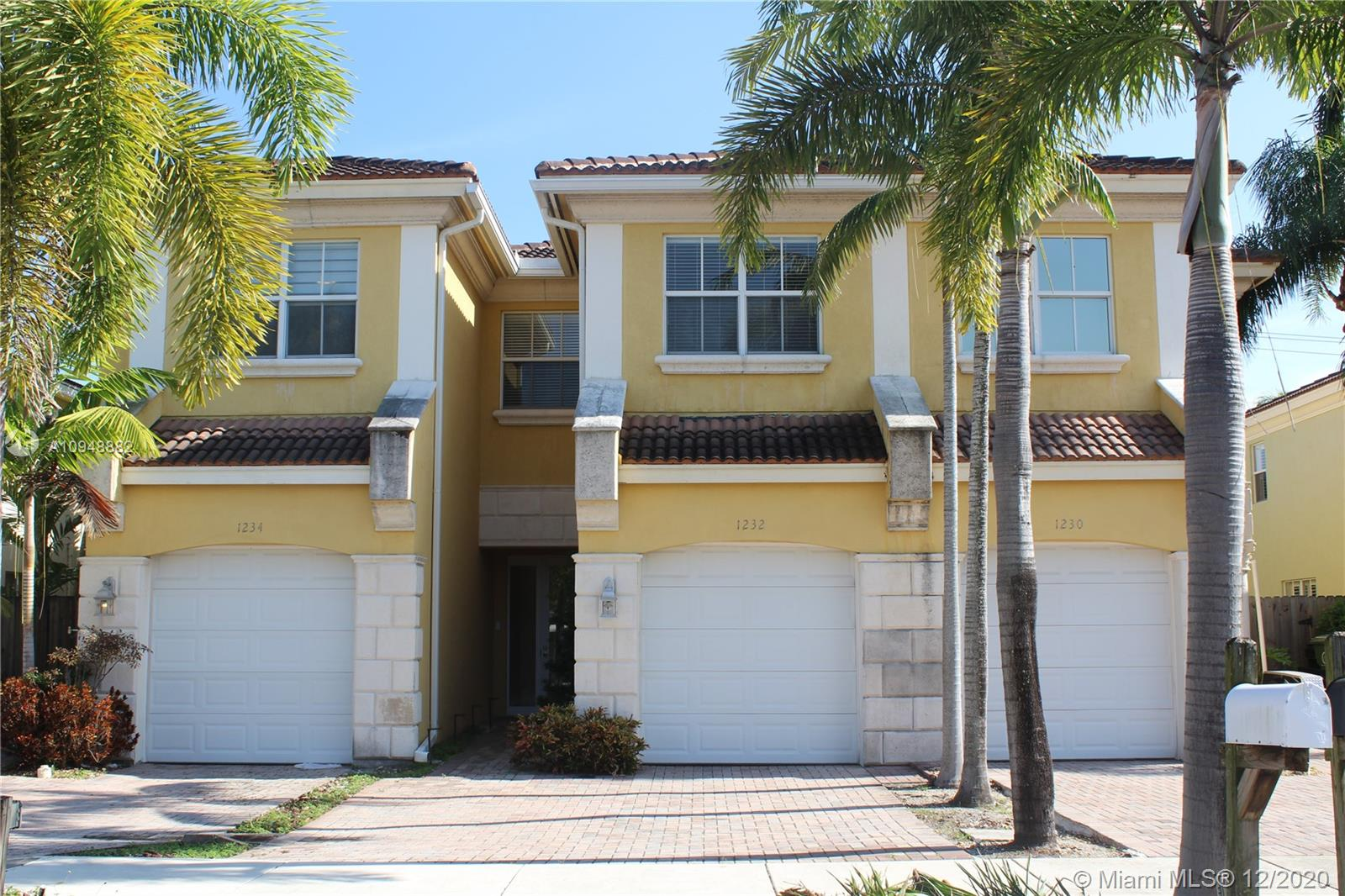 Lake Ridge fee simple 3/2.5 townhome with private pool and 1CG. Minutes from downtown Ft Lauderdale, Wilton Manors, beach and shopping. The home features marble floors throughout living area. Stunning kitchen with granite counters, stainless appliances, and counter seating. Impact windows/doors. Living room overlooks the tropical fenced backyard with HEATED splash pool. The upstairs master bedroom features a walk-in closet and spacious bathroom with dual sinks and separate tub/shower. Pet friendly.