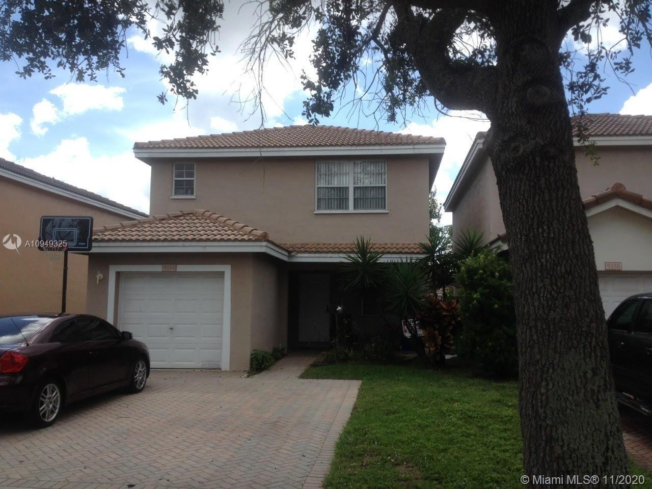 Well Kept, relaxing lake view, 3 bedroom 2.5 bath home located in West Sunrise.  Easily accessible to major highways for easy commute.  Home located within walking distance to restaurants, parks, and shopping center.  Conveniently located to 3 schools.  Easy walk to park and community pool.  