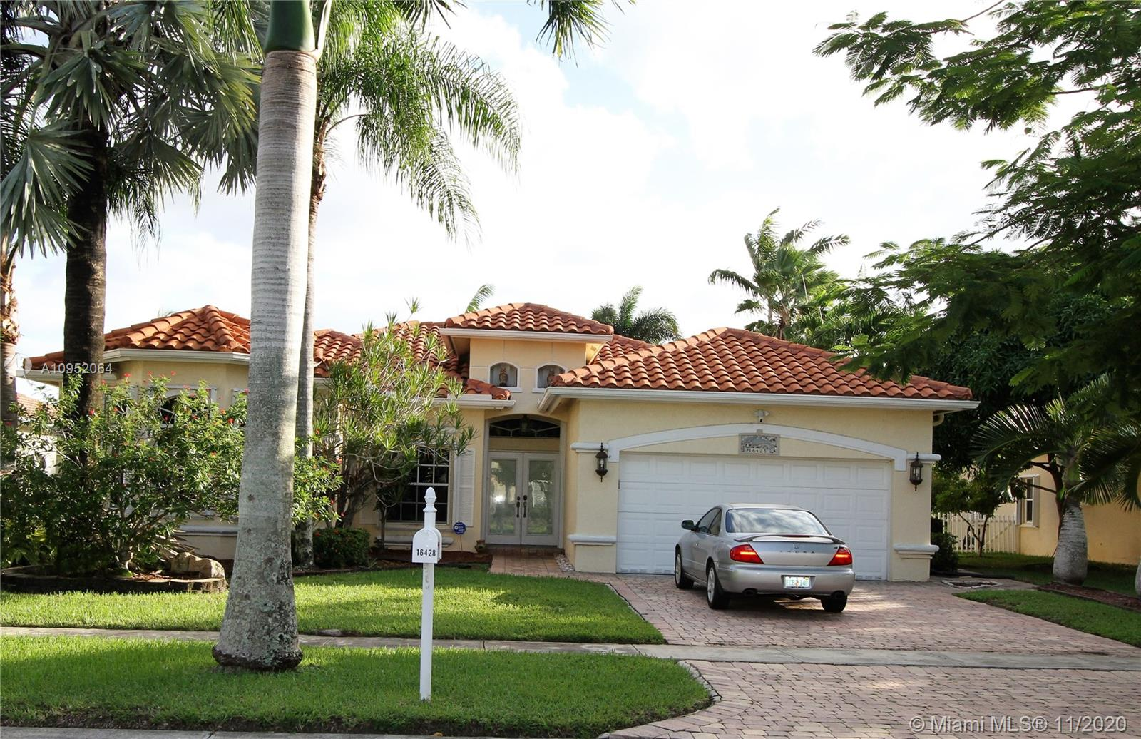 BEAUTIFUL POOL AND LAKE HOME PRICED TO SELL FAST! A/C ONLY 5 YEARS OLD ACCORDIAN SHUTTERS AND NEW WINDOW TREATMENTS. PEBBLE TEC POOL OVERLOOKING THE WATER. TOP OF THE LINE SECURITY SYSTEM.