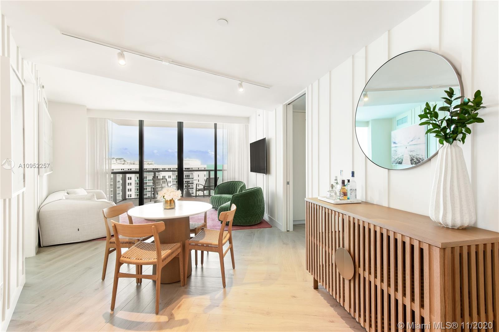 2201  Collins Ave #1711 For Sale A10952257, FL