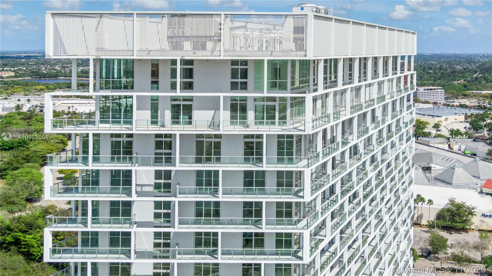 Imagen yourself living in an upscale tower masterfully planned with amazing views, a entire floor entertainment with infinity pool and outdoor jacuzzi, fully-equipped techno-gym fitness center, indoor and outdoor massage therapy rooms and indoor steam room and sauna, two full sizes tennis courts, outdoor area for yoga classes and  outdoor cross-training facilities, 24-hour concierge and security service and more. This beautiful 1 dedroom 1 bathroom , 3rd floor facing North-west with minimalistic finishes. One Metropica feature interiors by YOO and architecture by Chad Oppenheim.