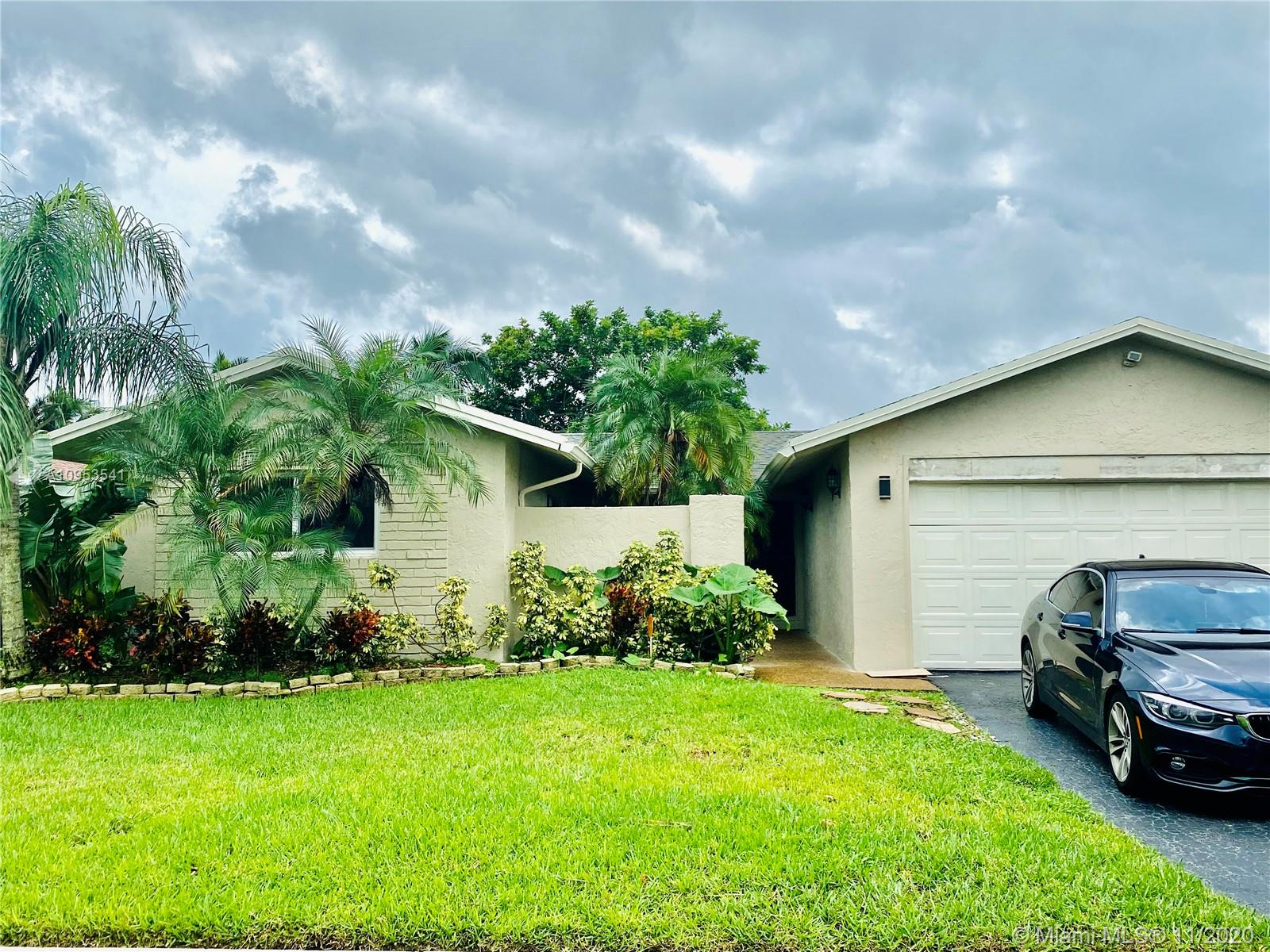 4 BEDROOM 2 BATHROOM IN SUNRISE WELLEBY. 2 CAR GARAGE. BIG BACKYARD FOR KIDS AND ENTERTAINING. GRANITE COUNTER TOP IN KITCHEN AND BATHROOM.STAINLESS STEEL APPLIANCES. WOOD FLOORS THROUGHOUT. TILE IN BATHROOMS. WALK IN CLOSET. CLOSE TO SAWGRASS MILLS MALL AND OTHER SHOPPING AREA. A MUST SEE!