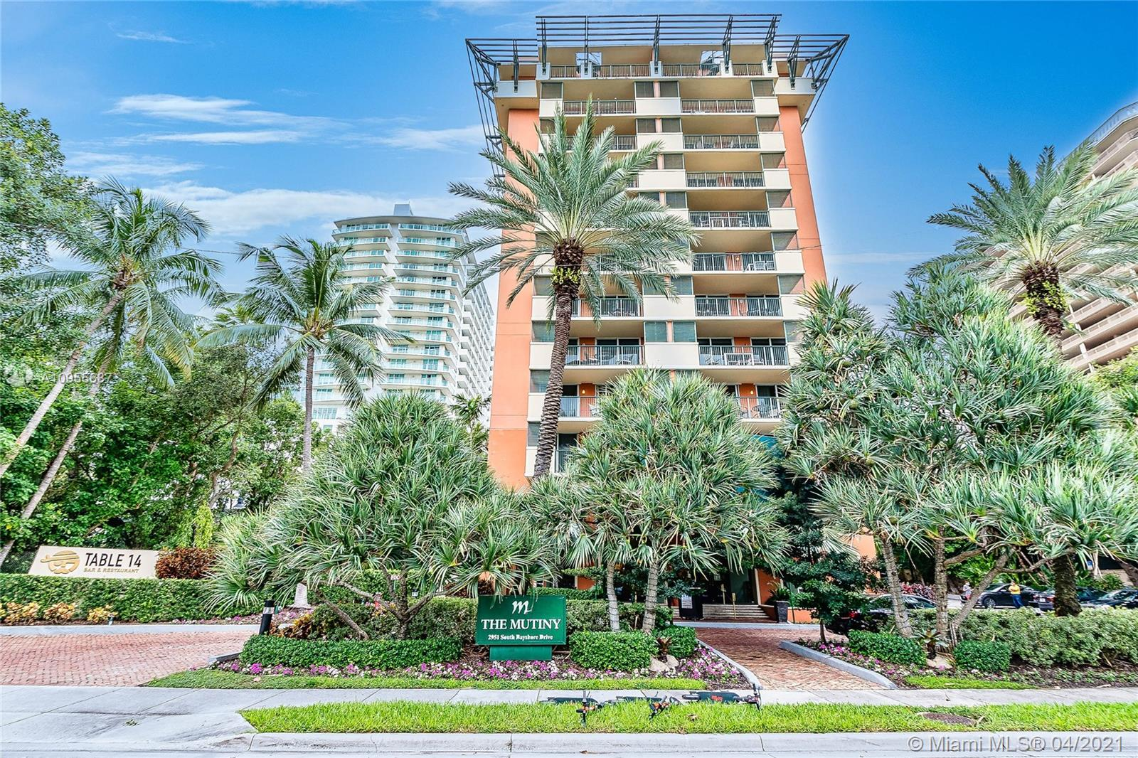 Beautifully renovated 1BR/1BA fully furnished unit in the iconic Mutiny Hotel, with incredible views of Biscayne Bay and Bayside Park. Perfect to owner occupy or for investors to join the on site hotel rental program for immediate income or Airbnb/VRBO.  Unit is currently in the hotel program and previous year's income is available upon request. The Mutiny features an onsite restaurant and bar with room service, a gym with sauna and steam room, 24 hour security and front desk, concierge, complimentary valet or self parking, and much more. The Mutiny is just steps away from the heart of Coconut Grove, Coco-walk and all of the shops, restaurants, and night life.