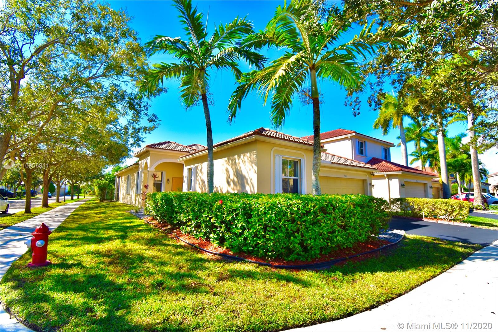 Beautiful 1 Story , 4 bedrooms, 2.5 bath pool home  in SAVANNA , gated community in the City of Weston. This 2 car garage, formal living and dinning room, family room overlooking the POOL AND DECK,  Freshly Painted throughout with Neutral tile  Enjoy a huge screened pool patio for entertaining and relaxing. .Community offers 24 hr security, 3 sparkling pools, mini golf, soccer field and hocking ring, basketball court & batting cage. Curtains excluded from sale.