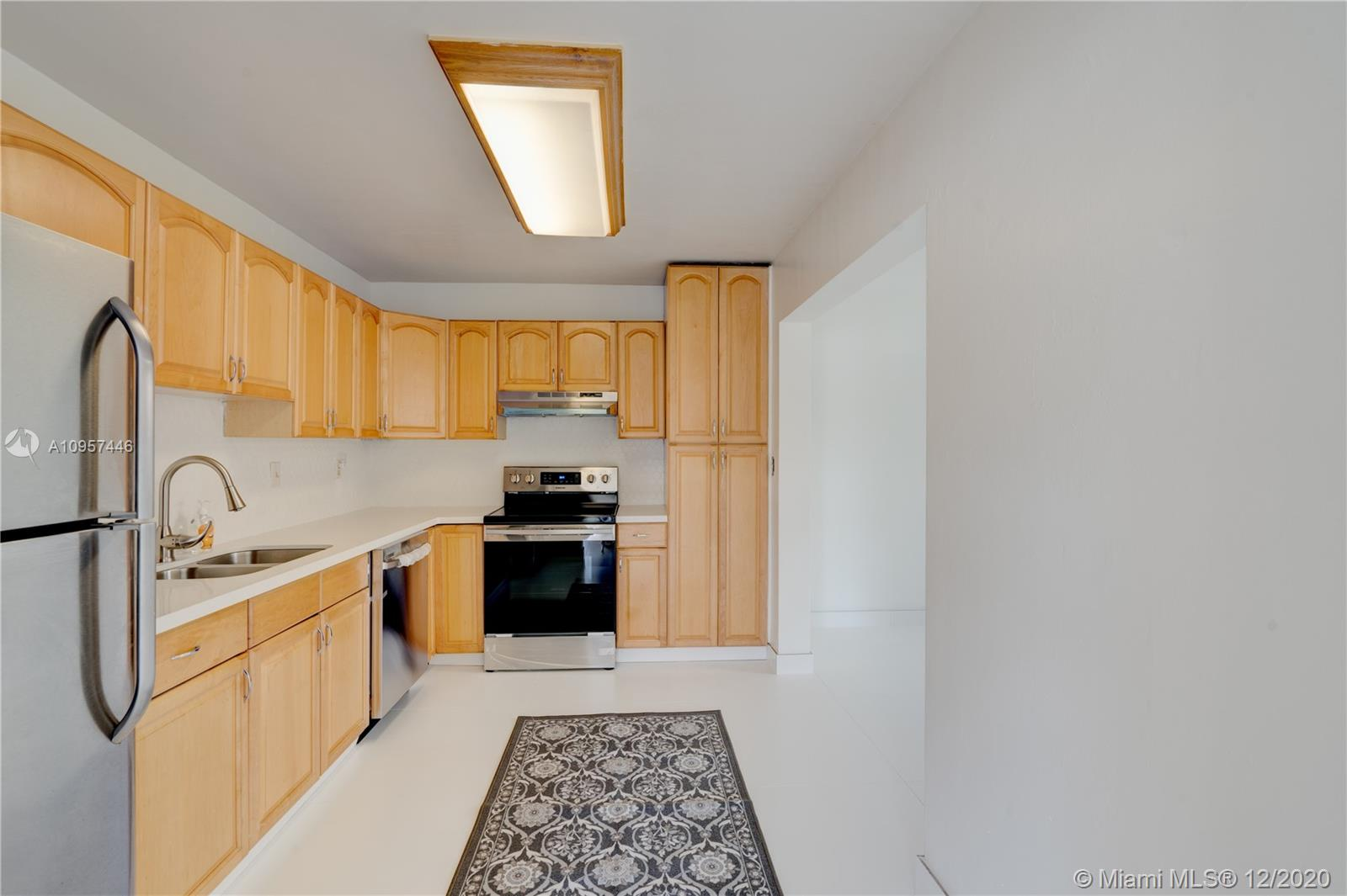 MINUTES TO FORT LAUDERDALE BEACH AND DOWNTOWN AREA. THIS IS THE PERFECT N.E LOCATION FOR AN AFFORDABLE SINGLE FAMILY HOME. FRESHLY PAINTED 3 BEDROOM AND 2 BATH ONE STORY BRIGHT AND AIRY HOME. BRAND NEW WHITE KITCHEN QUARTZ COUNTERTOPS, BRAND NEW WHITE TRENDY MOSAIQUE BACKSPLASH, BRAND NEW WHITE CERAMIC FLOORINGS AND BRAND NEW G.E STAINLESS STEEL CERAMIC TOP STOVE AND STAINLESS STEEL APPLIANCES. NEWER BATROOMS. MINUTES TO THE WARM WATERS AND SANDY BEACHES OF FORT LAUDERDALE. RESTAURANTS, SHOPS, MAJOR HIGHWAYS. LARGE FENCED IN BACKYARD WITH MATURE TREES. FANTASTIC FOR A GROWING FAMILY, COUPLES, AIRBNB AND IT IS THE MOST PERFECT RENTAL! INVESTORS: NO HOA'S TO DEAL WITH, RENT INMEDIATLY AFTER BUYING. ELEMENTARY SCHOOL AND HOUSE OF WORSHIP WITHIN WALKING DISTANCE. DON'T MISS THIS GREAT HOME!