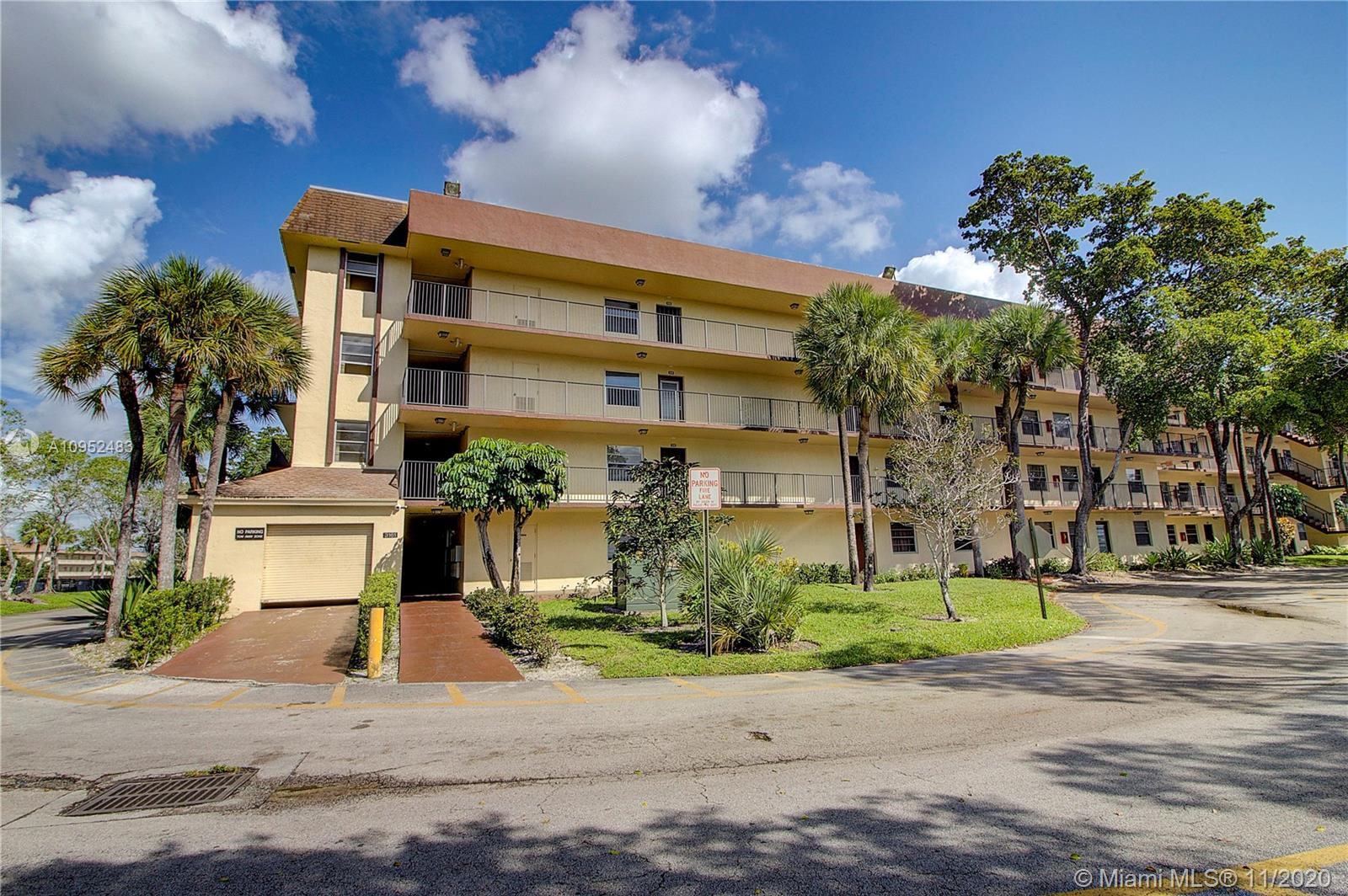 This 2 Bedroom 2 Bathroom Condo is conveniently located between I-95 and the Turnpike on Oakland Park Blvd. The Condo offers an open floorplan with split-bedrooms, eat-in-kitchen, and a screened-in-balcony overlooking a lake. An in-unit washer and dryer are also included. Cypress Chase North has a manned guard gate, 24-hour security patrol, and a host of additional amenities.