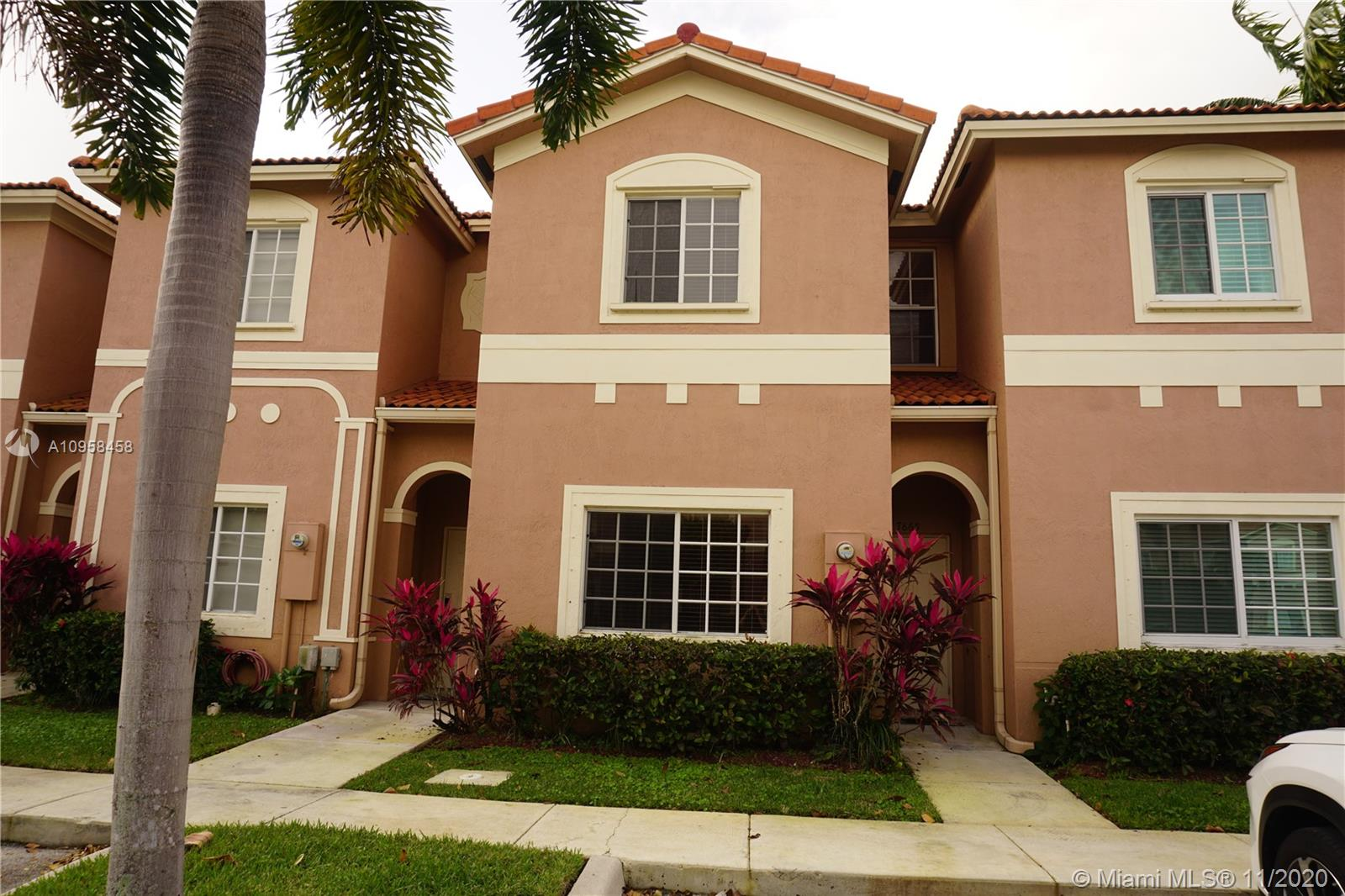 This townhouse has 3 bedrooms and 2.5 bathrooms.  It is ready to move in and it is very spacious. Ceramic flooring downstairs and wooden flooring upstairs.  Outstanding lake view from the living room and master bedroom. All stainless steel appliances and comes with wind impact sliding door.