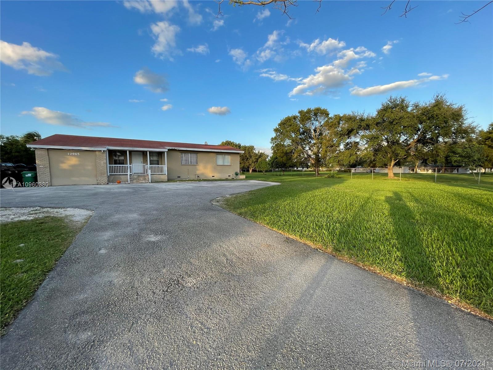 10965 SW 28th St  For Sale A10960380, FL
