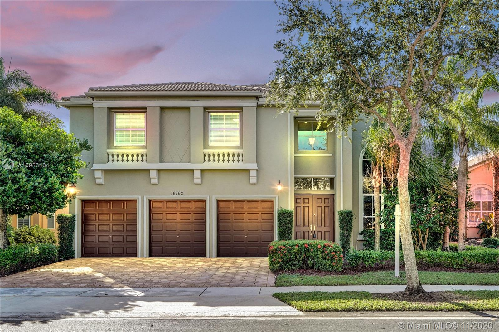 STUNNING MOVE IN READY 2 STORY LAKE FRONT POOL HOME W/ 5 BED (2 W/ENSUITES) 4 BATH + 1 ADD'L ROOM (DEN/OFFICE/NURSERY IN MASTER BED) W/A 3 CAR GARAGE IN COVETED BEAUTIFUL LIDO ISLES. LOCATED ON A CUL-DE-SAC W/180 DEGREE ENORMOUS LAKE VIEWS. FEATURES INCLUDE:OPEN FLOOR PLAN,VOLUME CEILINGS,CROWN MOLDING,PAVERS,FRESHLY PAINTED,GRANITE COUNTER TOPS,LARGE EAT IN KITCHEN,STORAGE ROOM,LAUDRY ROOM W/STORAGE CLOSET,1ST FL BEDROOM CURRENTLY FURNISHED W/ BUILT-INS 4 AN OFFICE BUT CAN BE USED AS A BEDROOM,CABANA/FULL BATHROOM,2ND FLOOR LOFT AREA,LARGE MASTER BED/BATH W HUGE WALK IN CLOSET, JETTED BATH TUB & FULL OUTSIDE BALCONY. YOU WILL ALSO ENJOY A LARGE OUTSIDE BACK PATIO W/ A POOL/WATER FEATURE & BEAUTIFUL LANDSCAPING. A+ SCHOOLS, CLOSE 2 SHOPPING & MAJOR HIGHWAYS. DON'T BLINK THIS WILL NOT LAST!