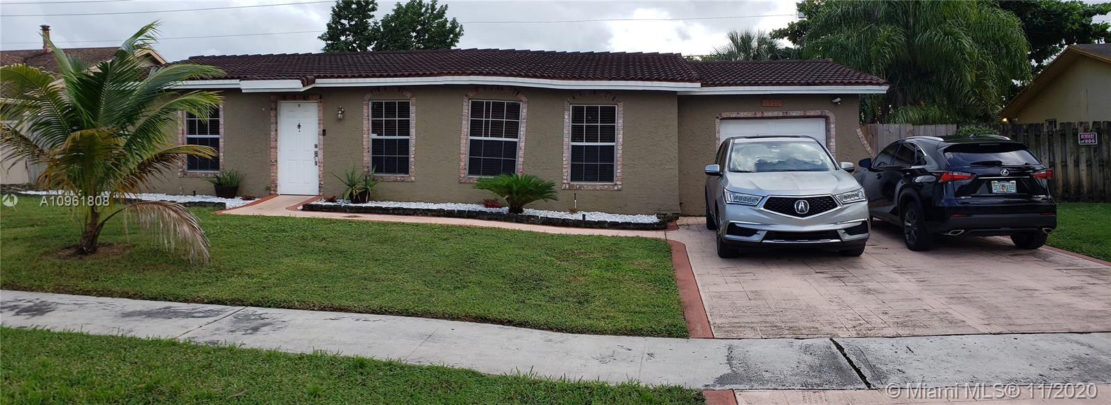 Motivated Seller, Owner Occupied, NO HOA, Great Locations, Minutes from Sawgrass Mall, Huge Backyard, Beautiful Pool, Remodeled Kitchen, Converted Master Bedroom, Marble Floor in Master Bathroom, New AC Unit, Remodeled Bathroom and Floor.