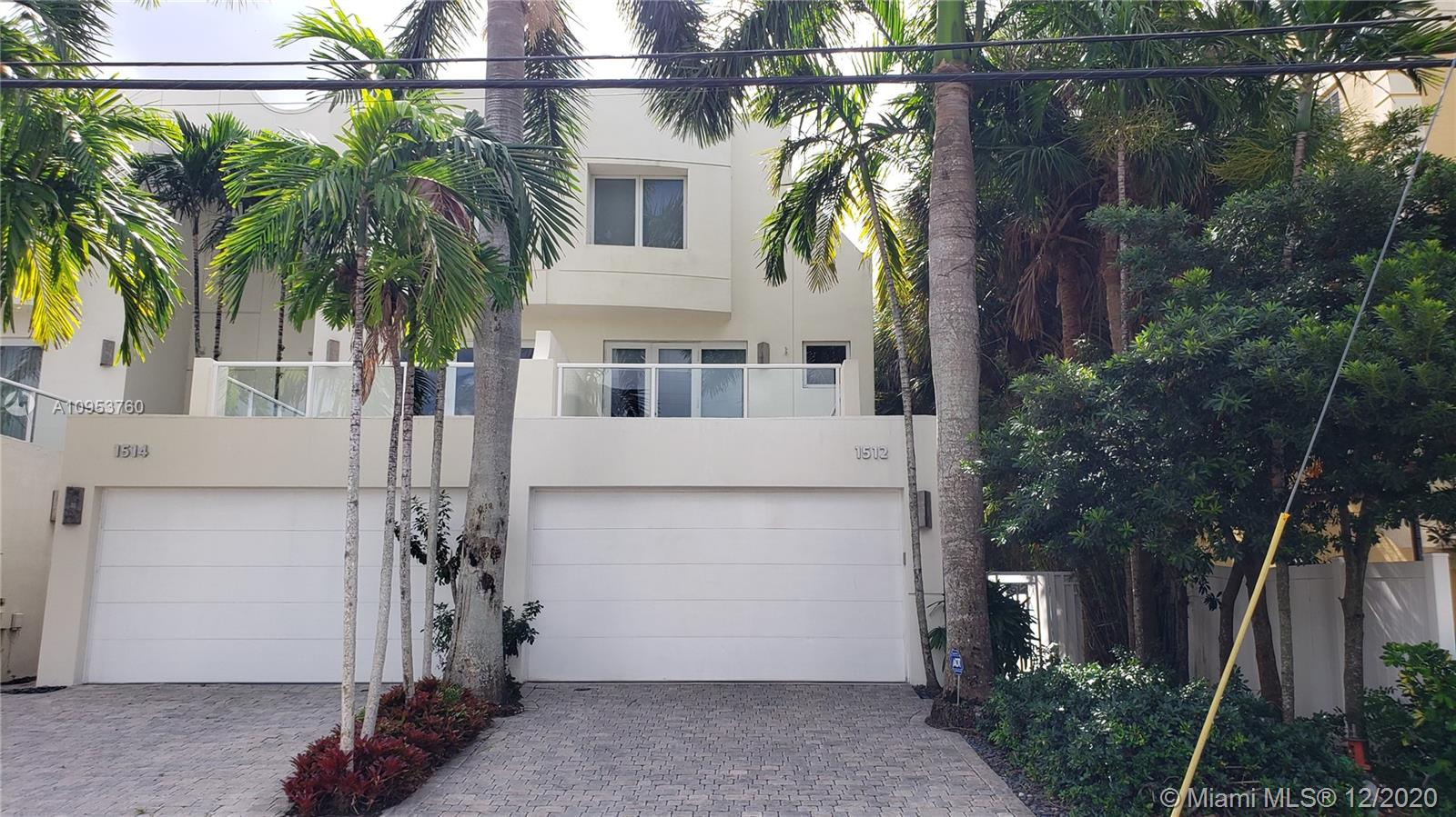 **AMAZING TOWNHOUSE** This is a corner unit, with a pool and 2 dock slips, for boats up to 37ft. high ceilings, high impact windows, private courtyard entry, double car garage and NO HOA FEES. Close to all the 17st causeway shops and minuets from Fort lauderdale inlet and sandbar. This 3 story home is built with an ELEVATOR, granite kitchen counters, wood kitchen cabinets, double entry doors in master bedroom with balcony,third floor can be a studio or entertainment center. Views are a must see.