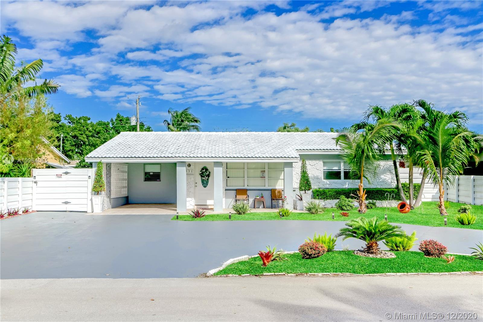 Completely remodeled beauty in the heart of Oakland Park. East of 95 close to the beach. Centrally located near shopping and more. Everything has been redone. New AC, Electric Panel, Water Heater, Flooring, Kitchen, bathrooms and more, a must see.