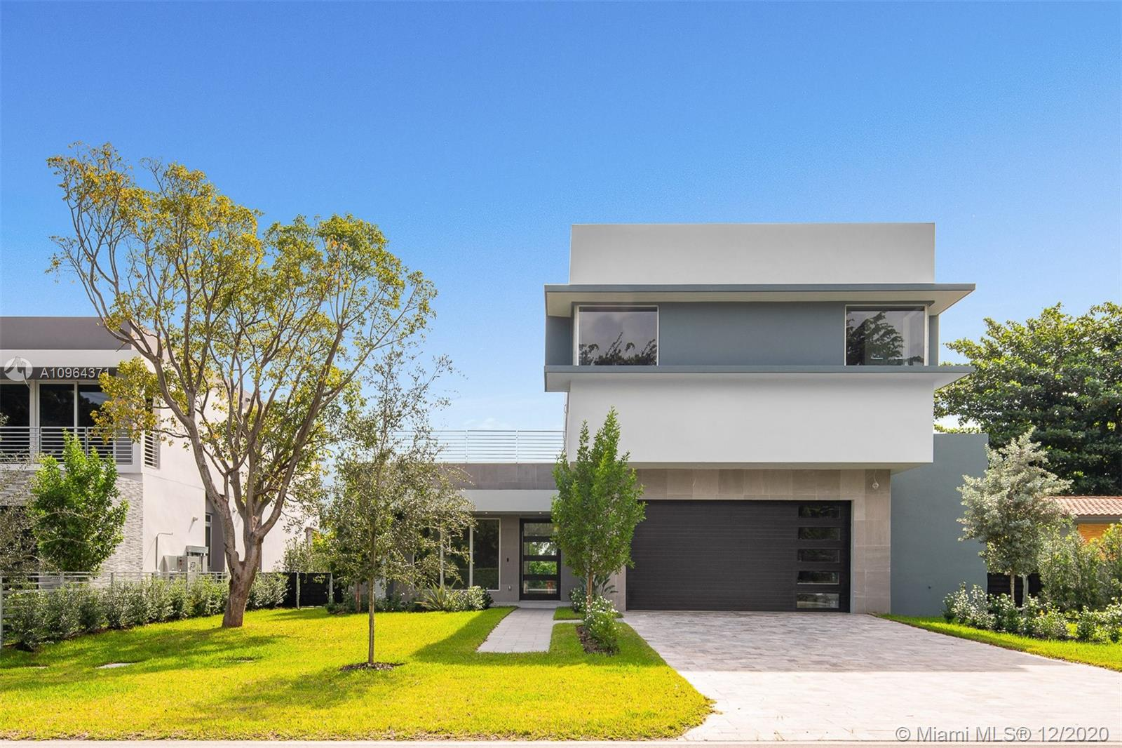 Exceptional 5,244 square foot, 2-story 4 bed/6 bath modern residence, with outdoor patio and pool. Situated in the highly desirable area of Ponce Davis, the home includes an expansive living area, den, and elegant kitchen with Italkraft built-ins and Wolf and Sub-Zero appliances.