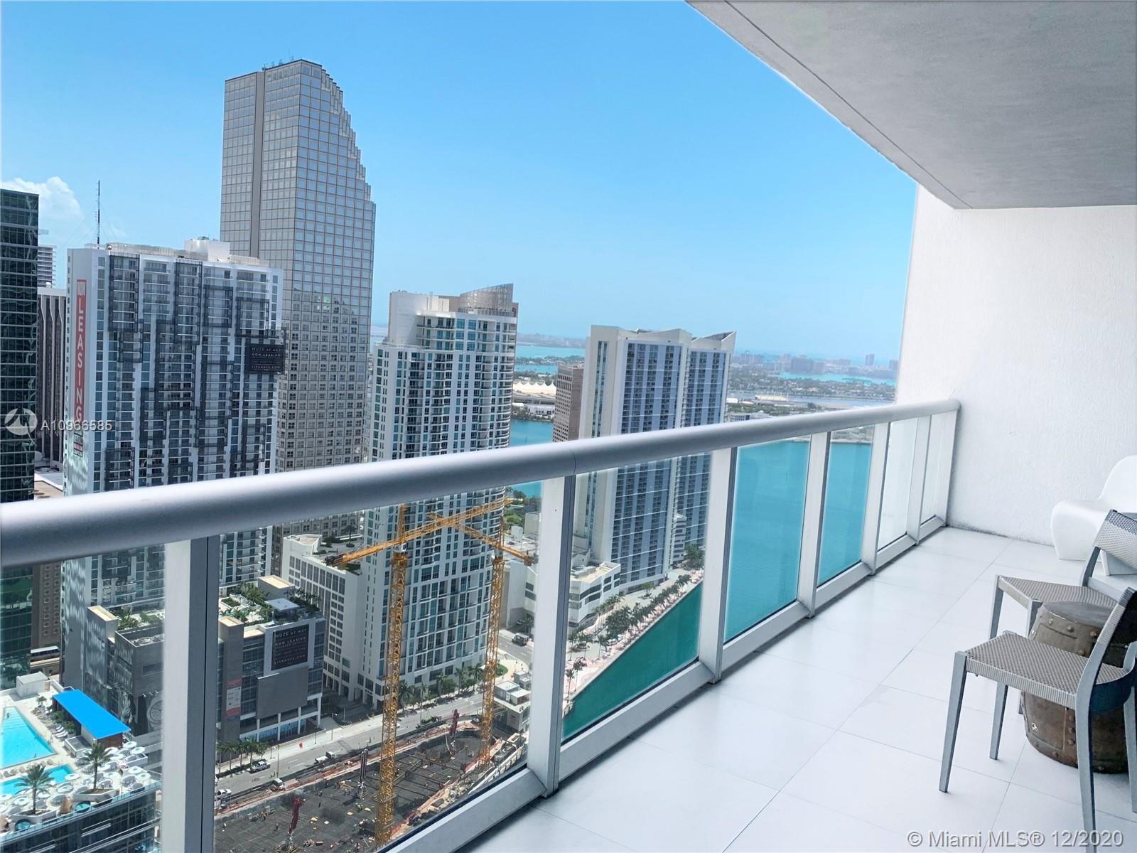 Amazing high rise 1/1 apartment in Icon Brickell Tower 3. Excellent for investors and also for those who want a second home. You can rent in all year by day or month.