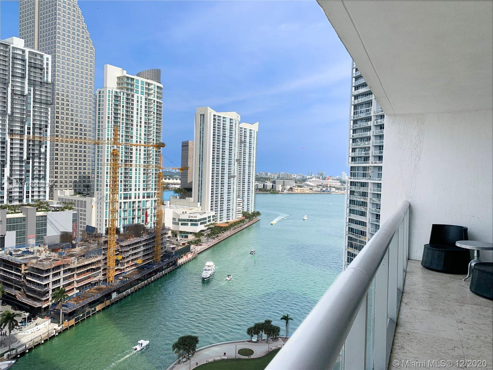 Highrise and renovated large apartment in ICON Brickell Tower 3 with spectacular amenities. Excellent for investors and those who want a second home. Best dinning and shopping places in the area.