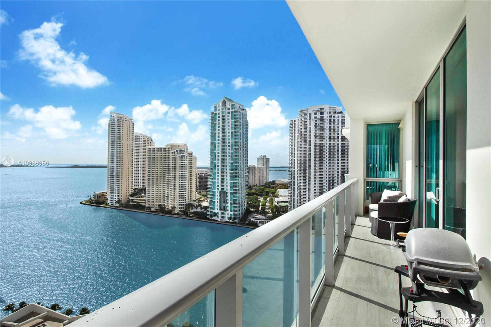 Spectacular Panoramic City and Ocean Views, 2 Bedom Coner Unit! Confortable open living space with 10' ceilings; Completely Updated,   European Kitchen, Incredible wood flooring throughout. Over Extended  balconies to enjoy sunrises over the Atlantic Ocean and sunsets over the city of Miami.Met 1 ofer Full ammenities  pool, spa, gym, resident's lounge, kid's playroom, theater, concierge, valet, security