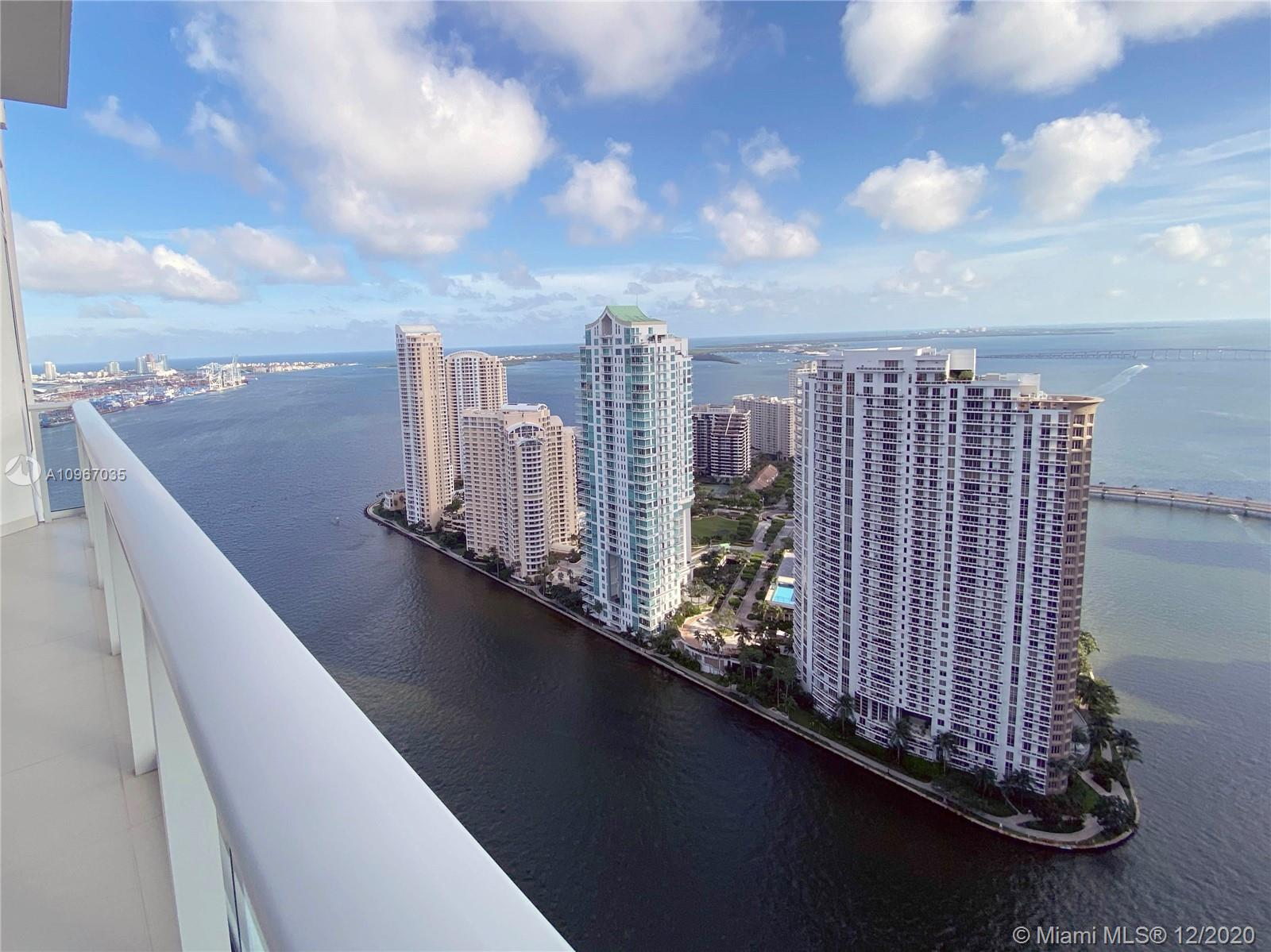 SEE VIDEO!!!!  Exclusive and exclusive opportunity, Penthouse 3B / 3.5B with an incredible balcony and direct ocean views from every room. Contemporary island kitchen with high quality appliances, double height ceilings, glass rails (exterior), large master bath, title in all bathrooms roller blinds, laundry room, valet service, fitness center, concierge and much more. Luxury living. With 2 parking spaces with option to 3rd parking  The best deal in all of downtown and Brickell for a penthouse. Ideal for investors or end users. SEE VIDEO!!!!!