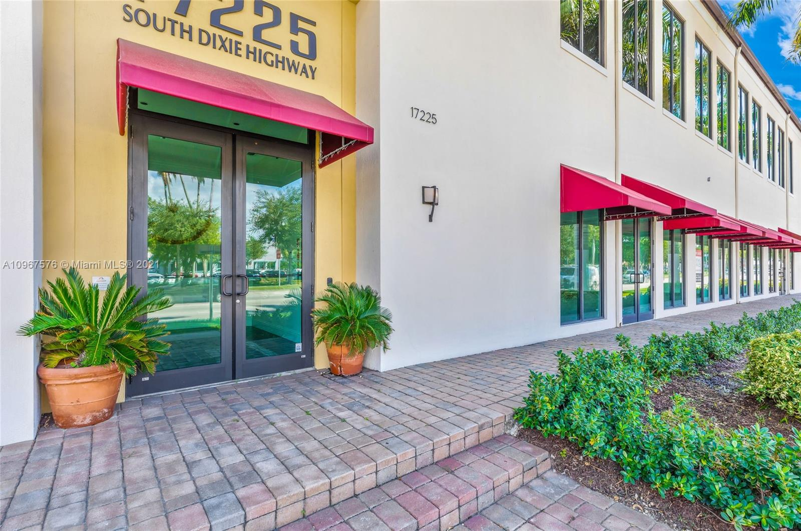 17225 S Dixie Hwy #103 For Sale A10967576, FL