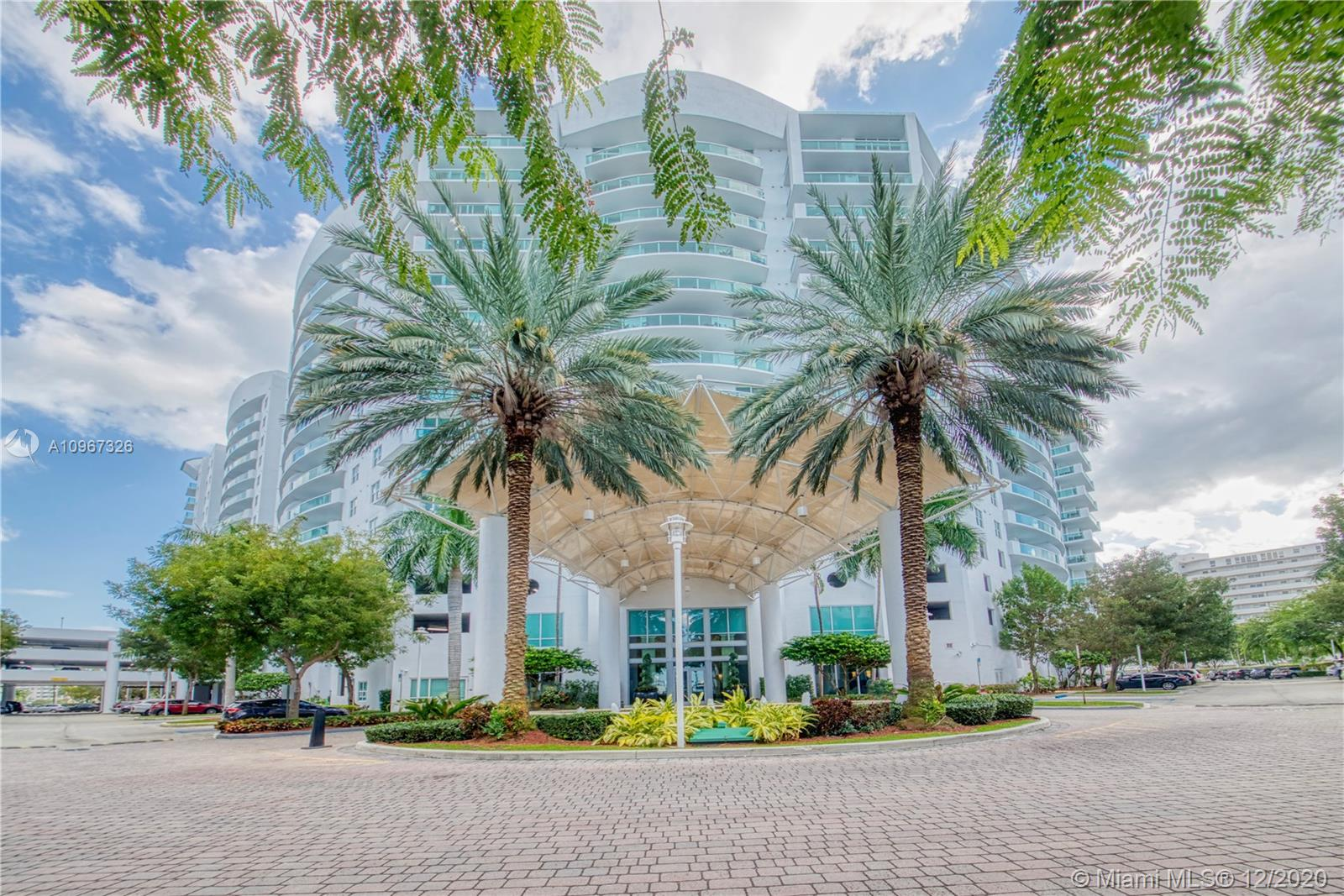 One od the best lines of the building...AMAZING 2/2 with  downtown and Bay Views... Marble floors through out ,Updated Kitchen and Baths, Open floor plan, High impact windows, W/D in unit, Garage  parking and 24 hour concierge... Must See.... Avail Jan.