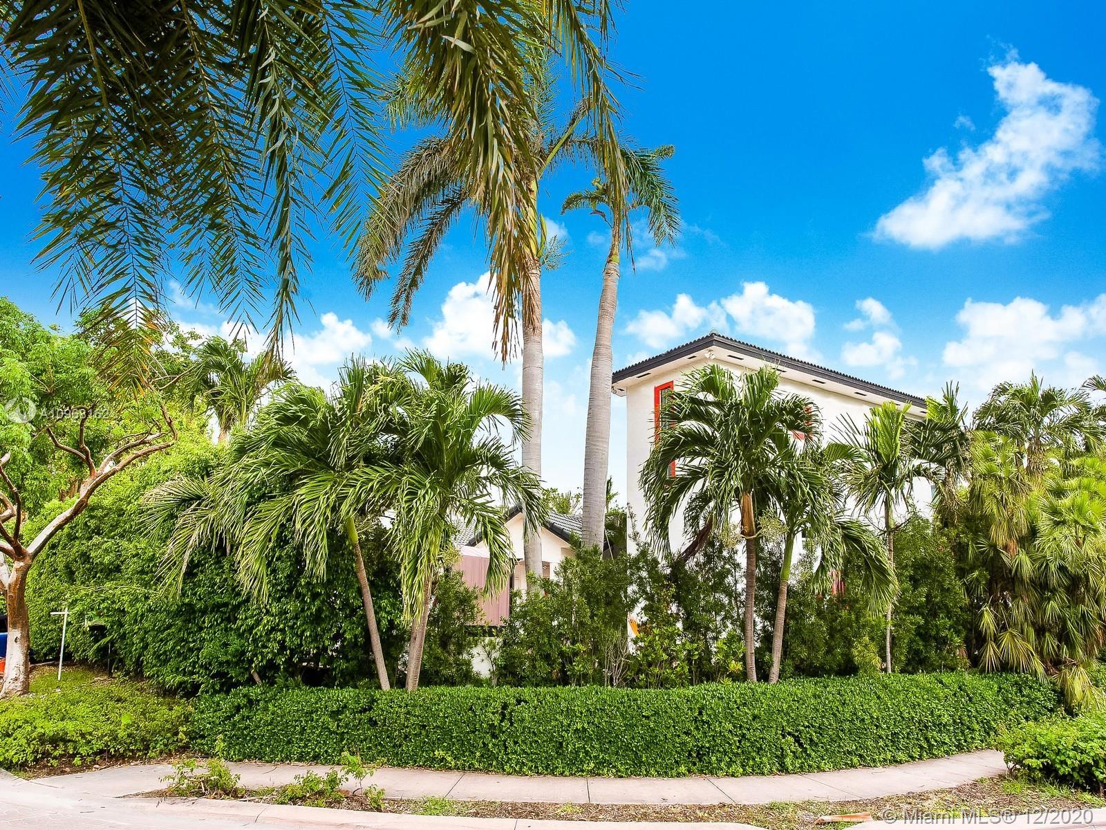 691  Ridgewood Rd  For Sale A10968162, FL