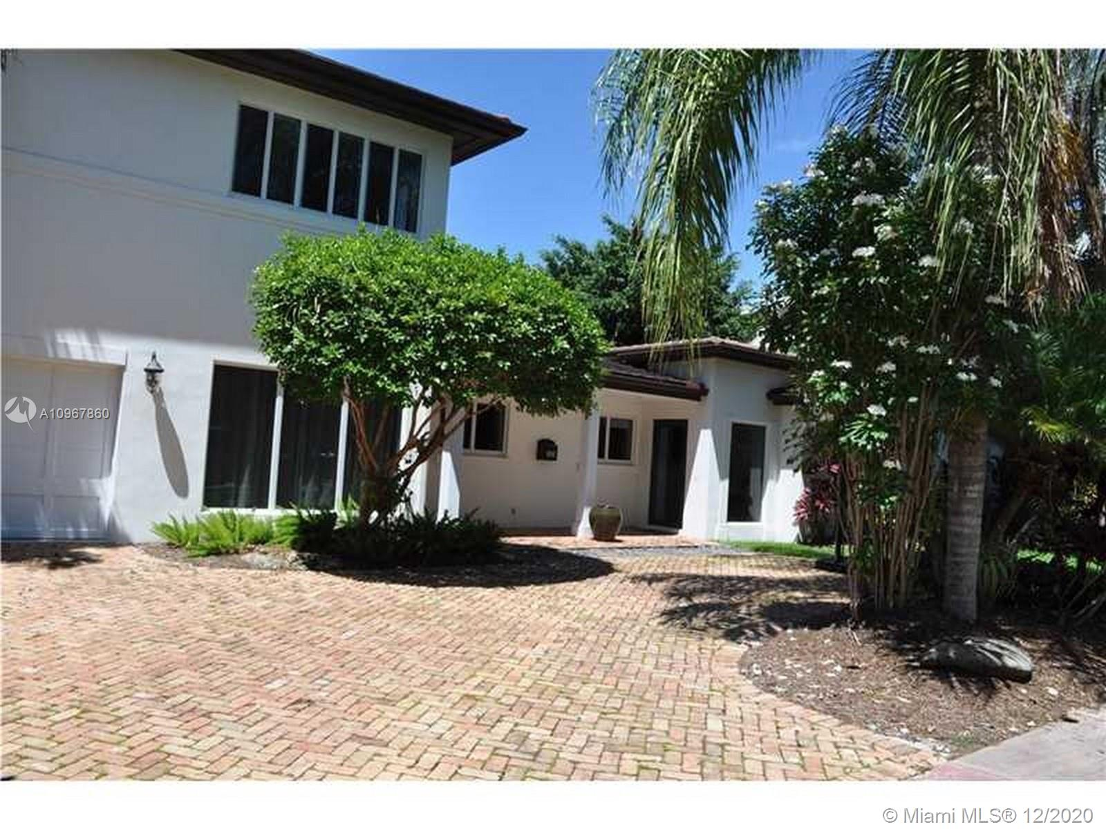 Located in a quiet street in Coral Gables Riviera, this spacious 2 story family house was renovated in 2011. Offering 5 bd/5 bth and a den spread out over 4,200 sf, this home sits on 10,655 sqft lot. The generous floor plan features formal dining area, a second floor master or in law quarter, with