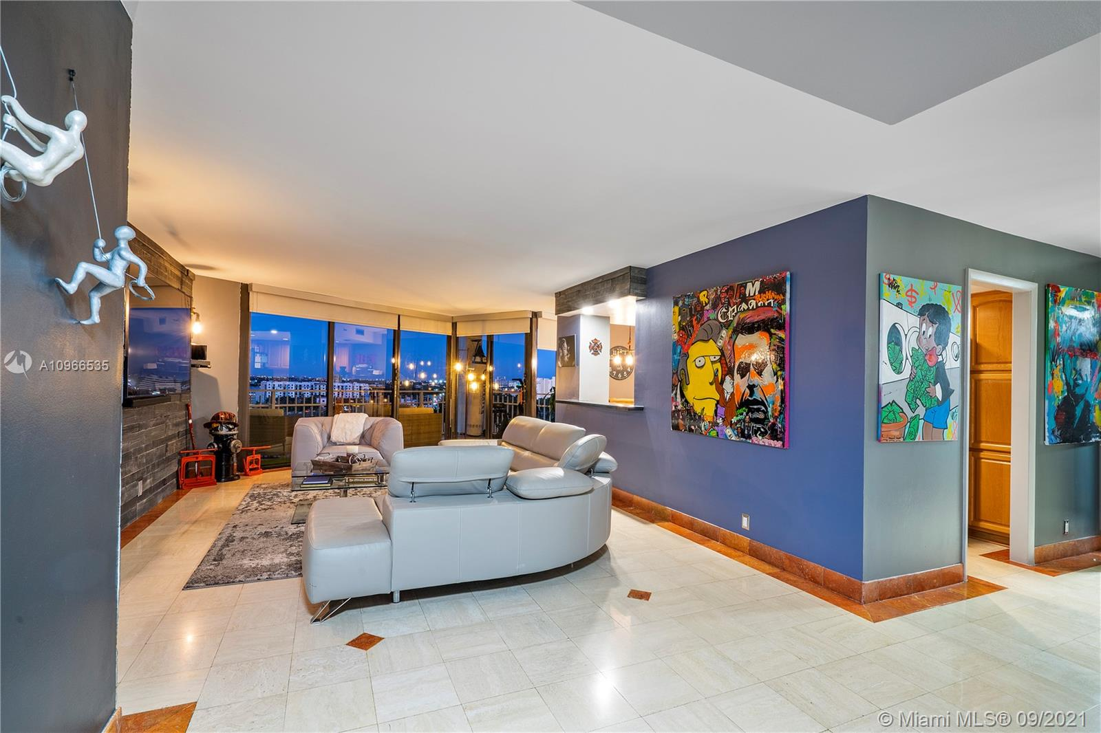 1000  Quayside Ter #1405 For Sale A10966535, FL