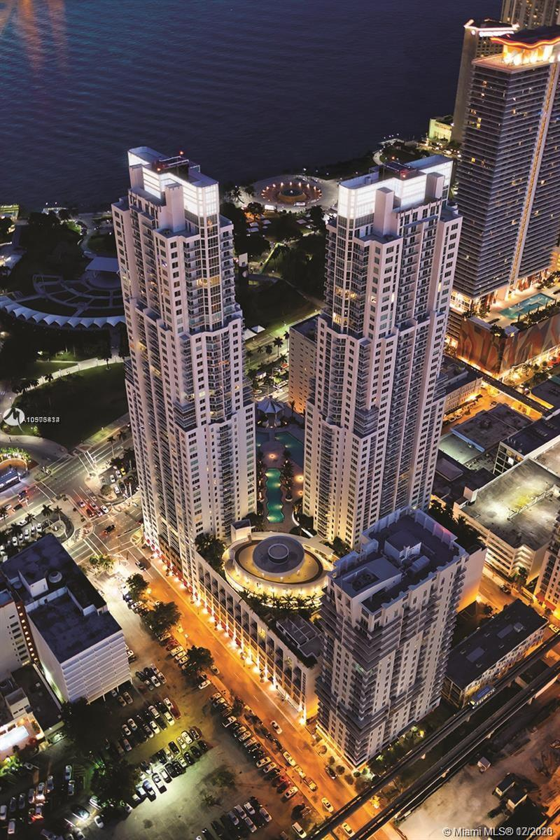 BEAUTIFUL STUDIO APARTMENT IN THE HEART OF DOWNTOWN MIAMI WITH NEW CERAMIC FLOORS, STAINLESS STEEL APPLIANCES, CITY VIEW, 1 ASSIGNED PARKING. 5 STAR AMENITIES BUILDING. BEST DEAL IN BUILDING.