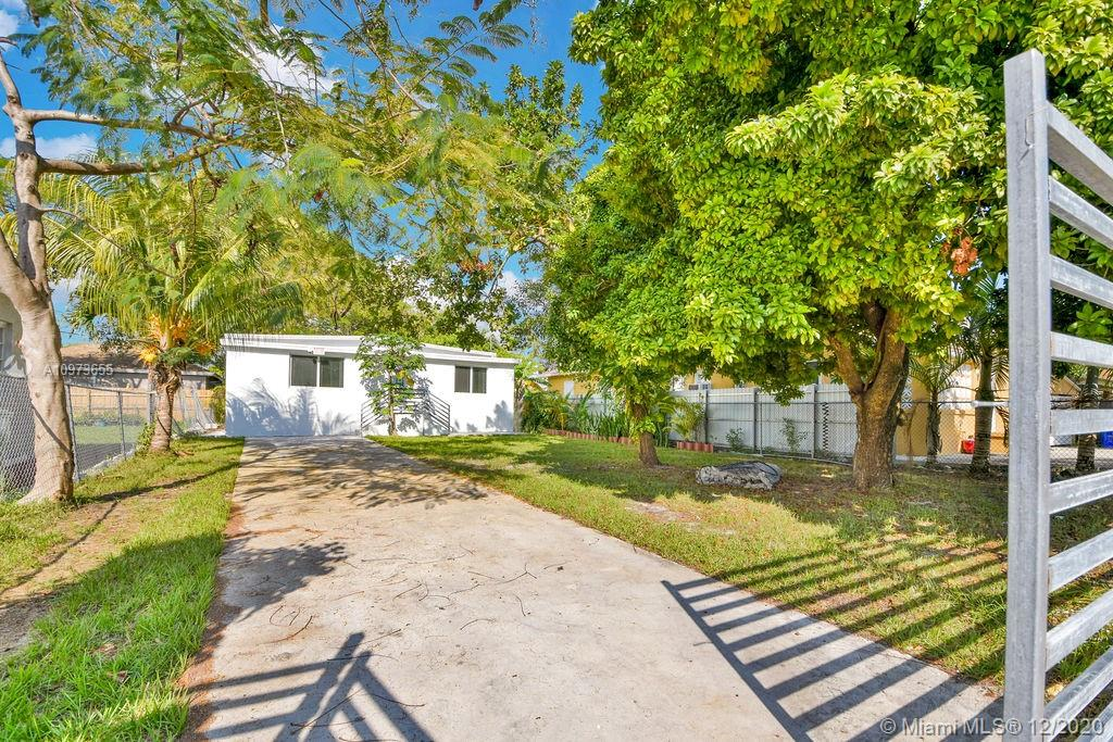 1151 NW 40th St  For Sale A10973655, FL