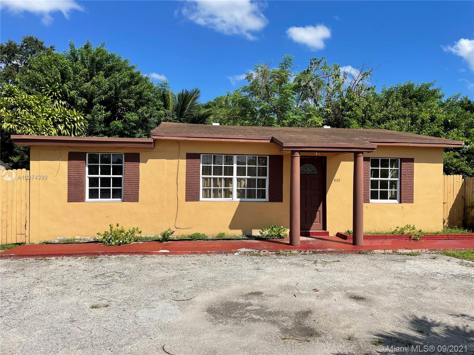 825 S 62nd Ave  For Sale A10974399, FL