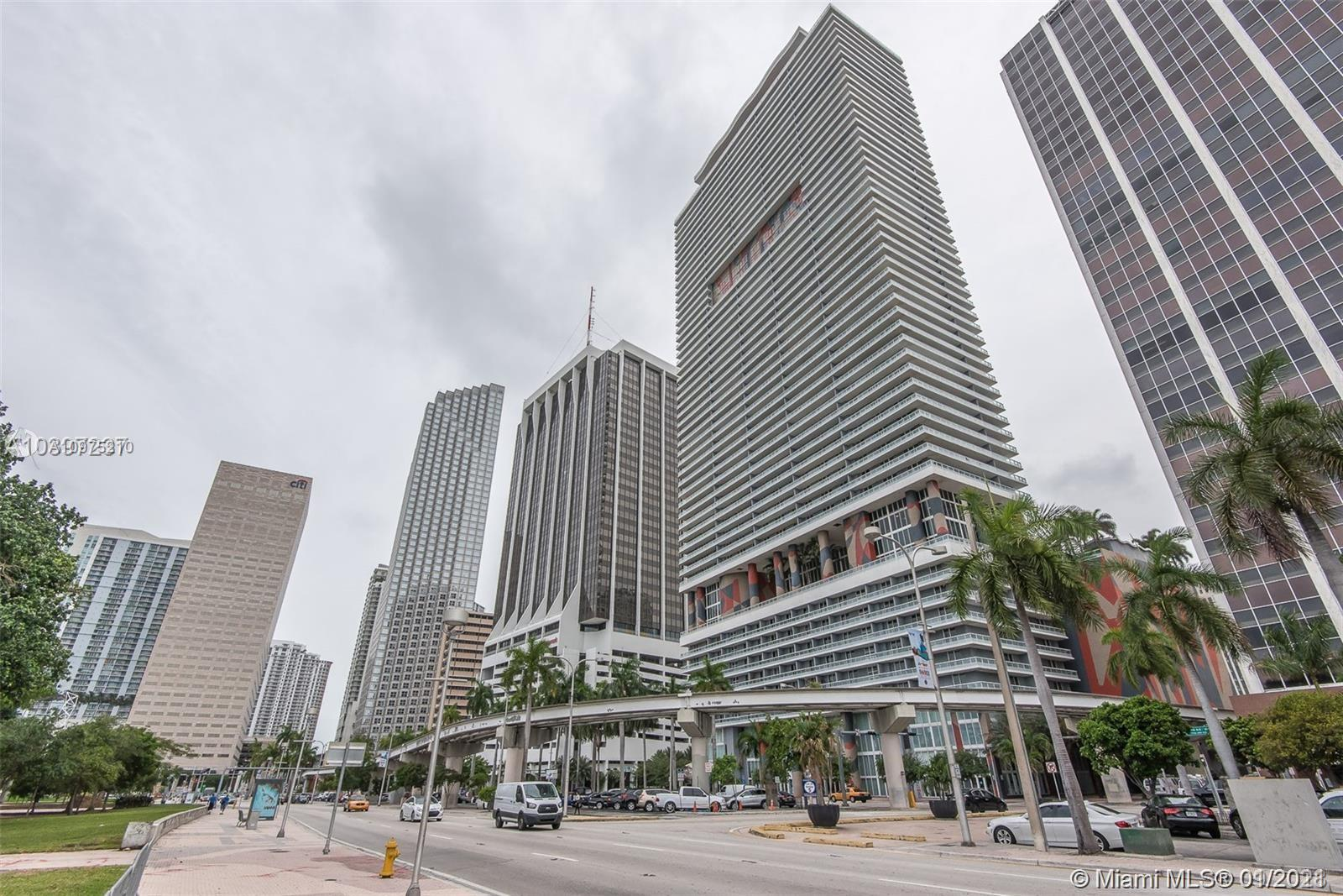 50 BISCAYNE CONDOMINIUM. SPACIOUS ONE BEDROOM PLUS DEN WITH MARBLE FLOORS. BEAUTIFUL OPEN CITY VIEW.
