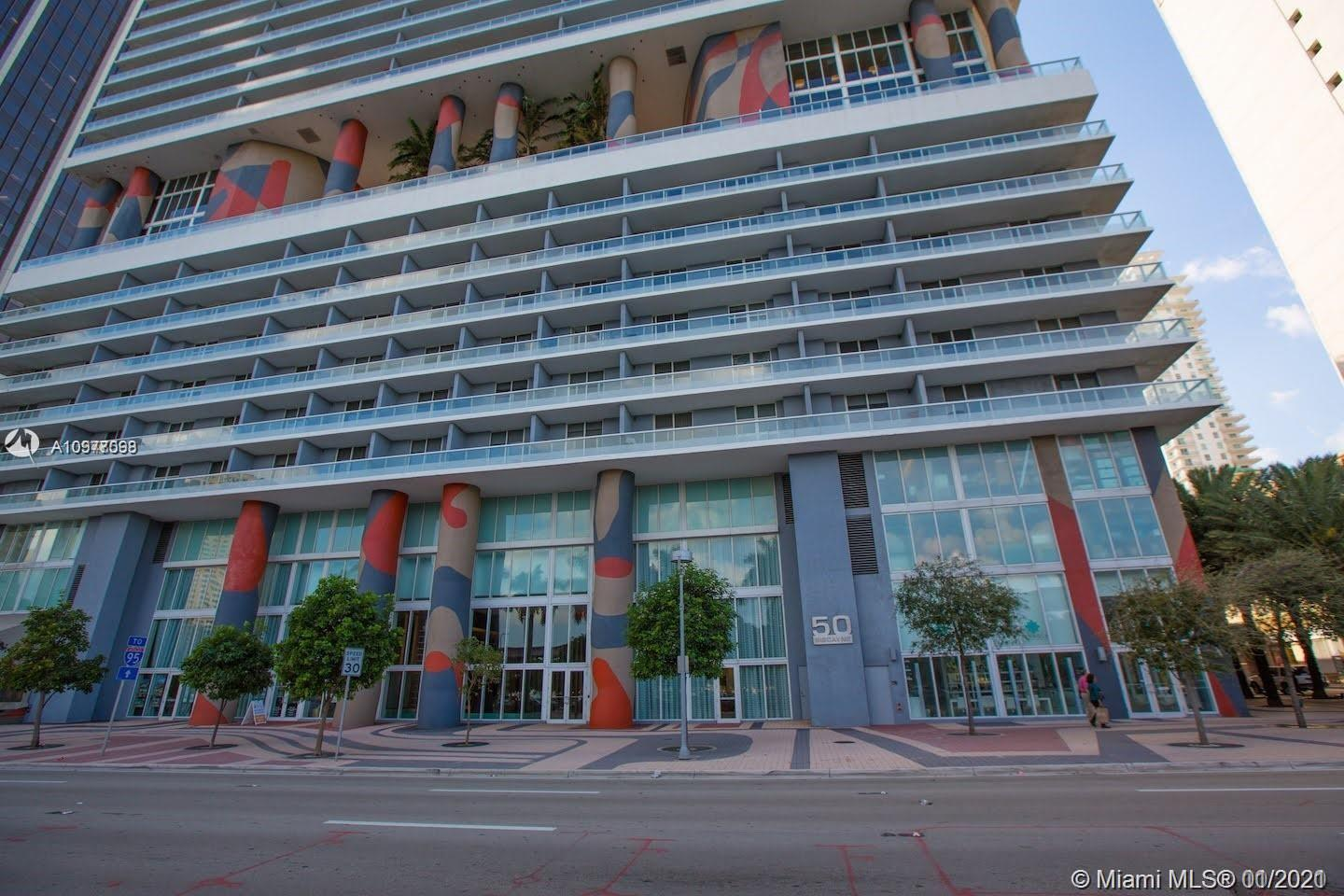 BEAUTIFUL CORNER 2 BEDROOMS 2 BATHS SPLIT PLAN. HUGE WRAP AROUND BALCONIY WITH AMAZING CITY, BAY AND PORT OF MIAMI VIEWS. 24 X 24 MODERN LIGHT FRAY THROUGH OUT.