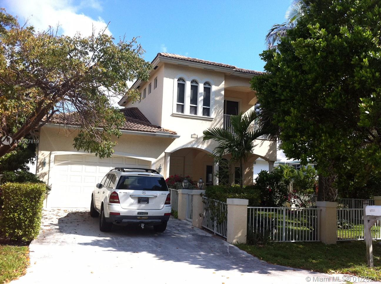 INVESTORS - Awesome Home. Collect your Luxury Rental Checks - GORGEOUS LUXURY SINGLE FAMILY HOME -Walk to beautiful Pompano Beach! JUST ONE BLOCK AWAY FROM THE OCEAN with ocean view from the second floor balcony. Can be your primary residence, second home or VACATION RENTAL INCOME (sleep 12-14). Estimated at 4-5,000 minimum per week, no restrictions). ALL BEDROOMS ARE MASTERS !!! Great Kitchen open to a Large Family Room with builtin niches, etc. Large Living and Dining Room 2nd floor is it's own 1 bedroom suite, with living room, sitting room and balcony.