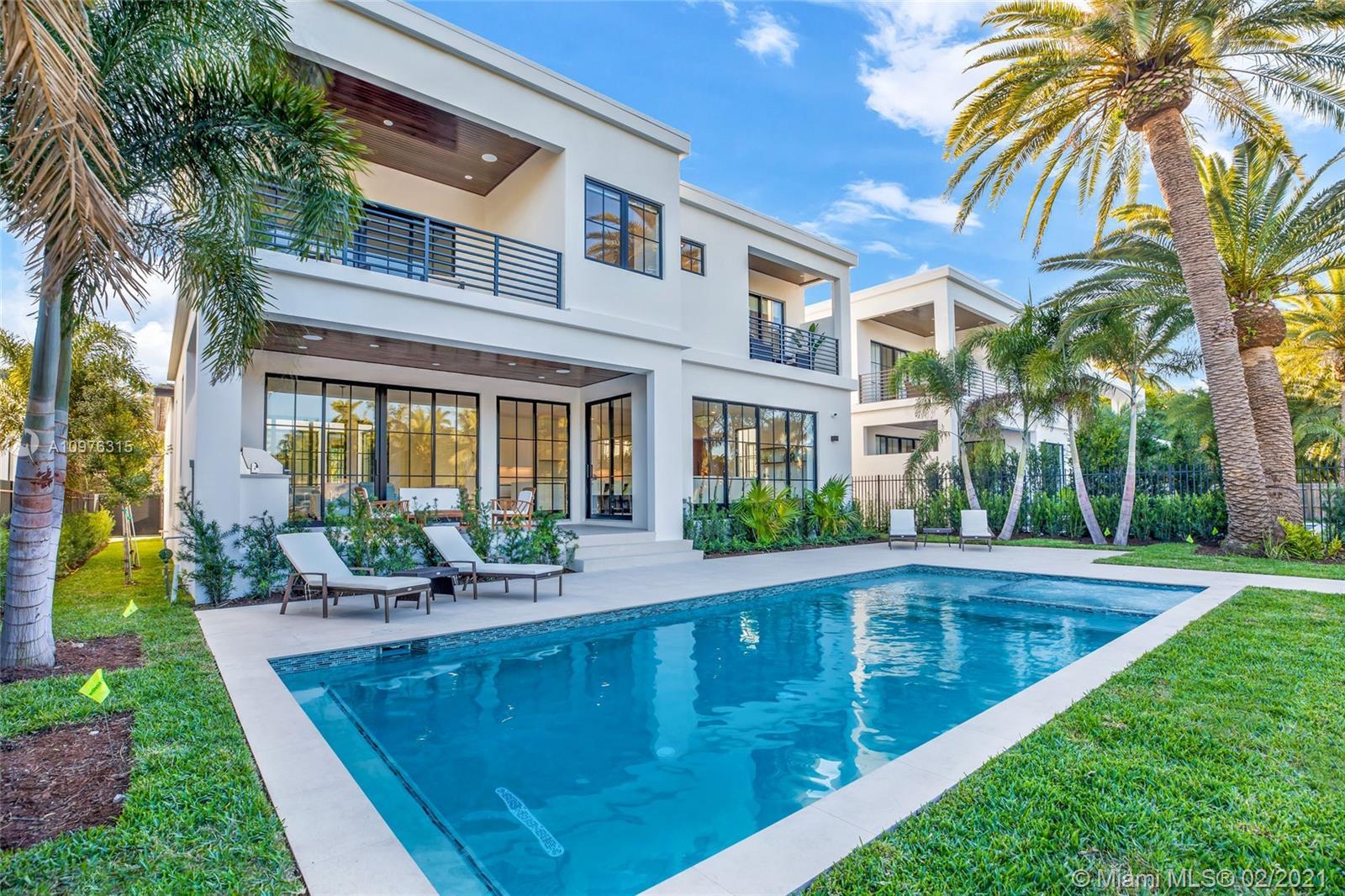 885 NE 76th St  For Sale A10976315, FL