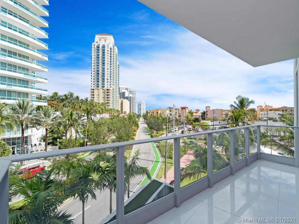Beautiful 3 bedroom 3 bath unit at Marea. Residence features 2854 Total sqft (2332 interior sqft) 10ft ceilings, Italian Kitchen cabinetry by Italikraft, and Subzero/Wolf Appliances. The Extravagant Master Bath is designed by Yabu Pushelberg. Only 30 Residences at this boutique building where Luxury meets Art. Amenities include 24 Hr Security, Gym, Rooftop Pool, Award Winning Restaurant and VIP Concierge.